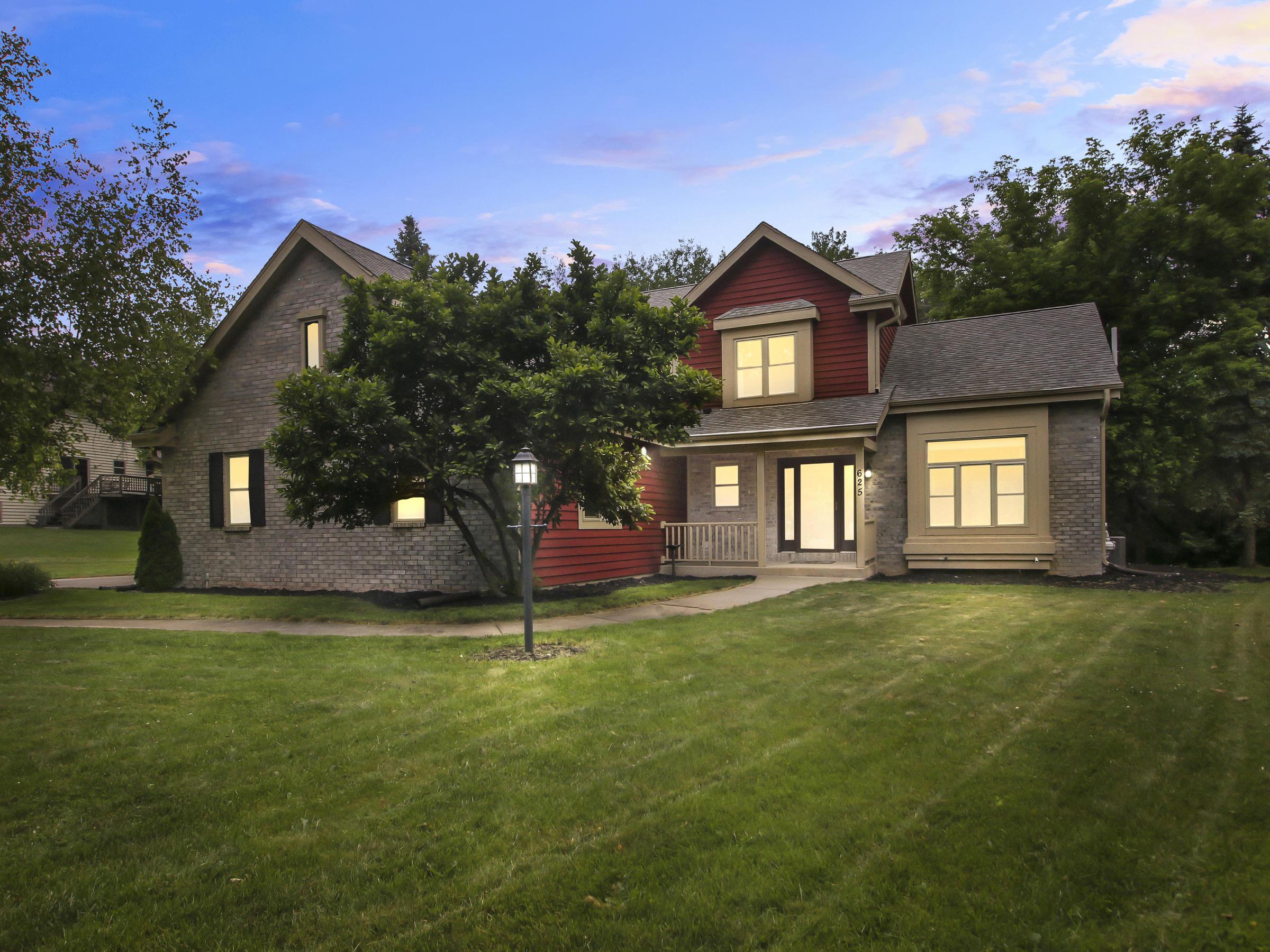 625 Bradford Way, Hartland, Wisconsin 53029, 4 Bedrooms Bedrooms, 10 Rooms Rooms,3 BathroomsBathrooms,Single-Family,For Sale,Bradford Way,1697386