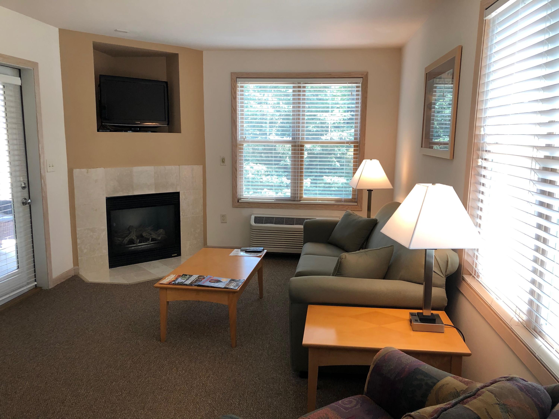 123 Center St, Lake Geneva, Wisconsin 53147, 1 Bedroom Bedrooms, ,1 BathroomBathrooms,Condominiums,For Sale,Center St,1,1698127