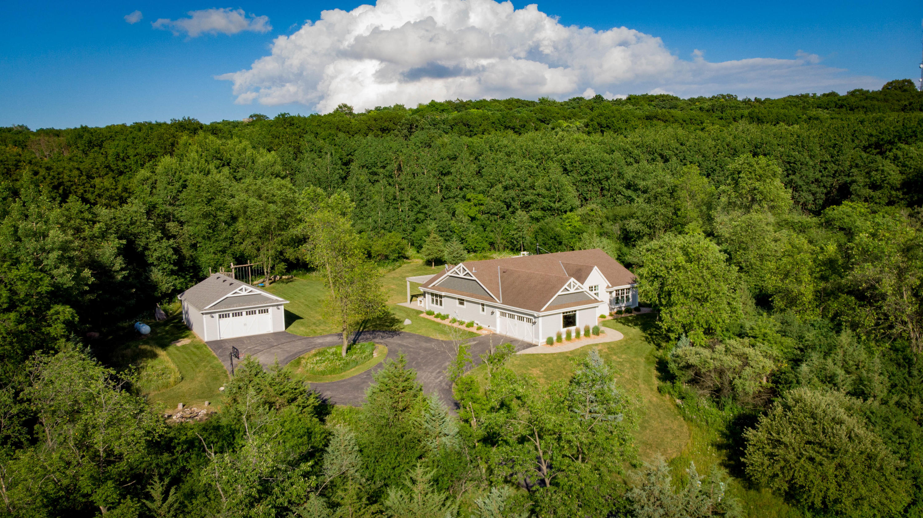 S4W32726 Government Hill Rd, Delafield, Wisconsin 53018, 5 Bedrooms Bedrooms, 9 Rooms Rooms,3 BathroomsBathrooms,Single-Family,For Sale,Government Hill Rd,1698965