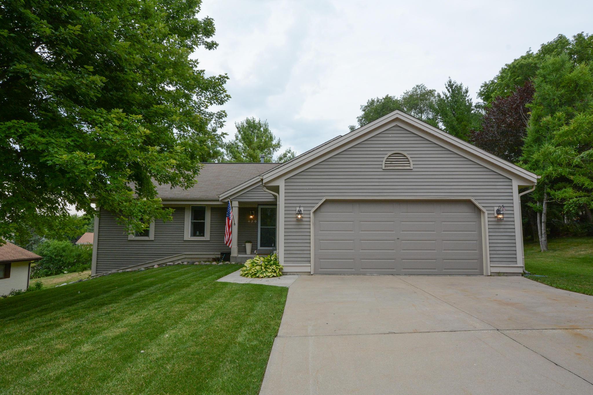 420 Lindenwood Dr, Hartland, Wisconsin 53029, 3 Bedrooms Bedrooms, 8 Rooms Rooms,2 BathroomsBathrooms,Single-Family,For Sale,Lindenwood Dr,1699178