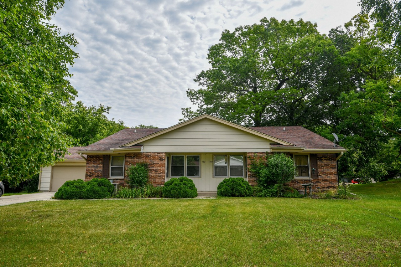 788 Wexford Way, Hartland, Wisconsin 53029, 3 Bedrooms Bedrooms, 6 Rooms Rooms,1 BathroomBathrooms,Two-Family,For Sale,Wexford Way,1,1699147