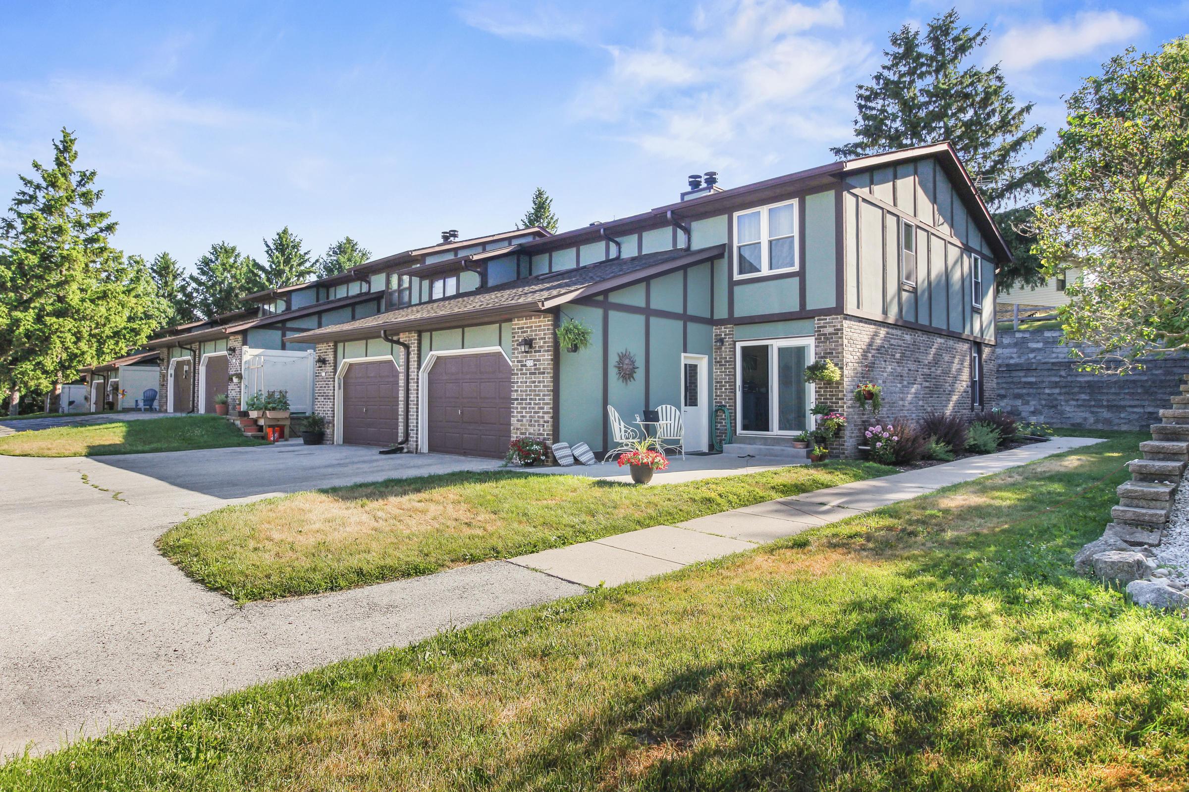 521 Hartridge Dr, Hartland, Wisconsin 53029, 3 Bedrooms Bedrooms, 6 Rooms Rooms,2 BathroomsBathrooms,Condominiums,For Sale,Hartridge Dr,1,1699435