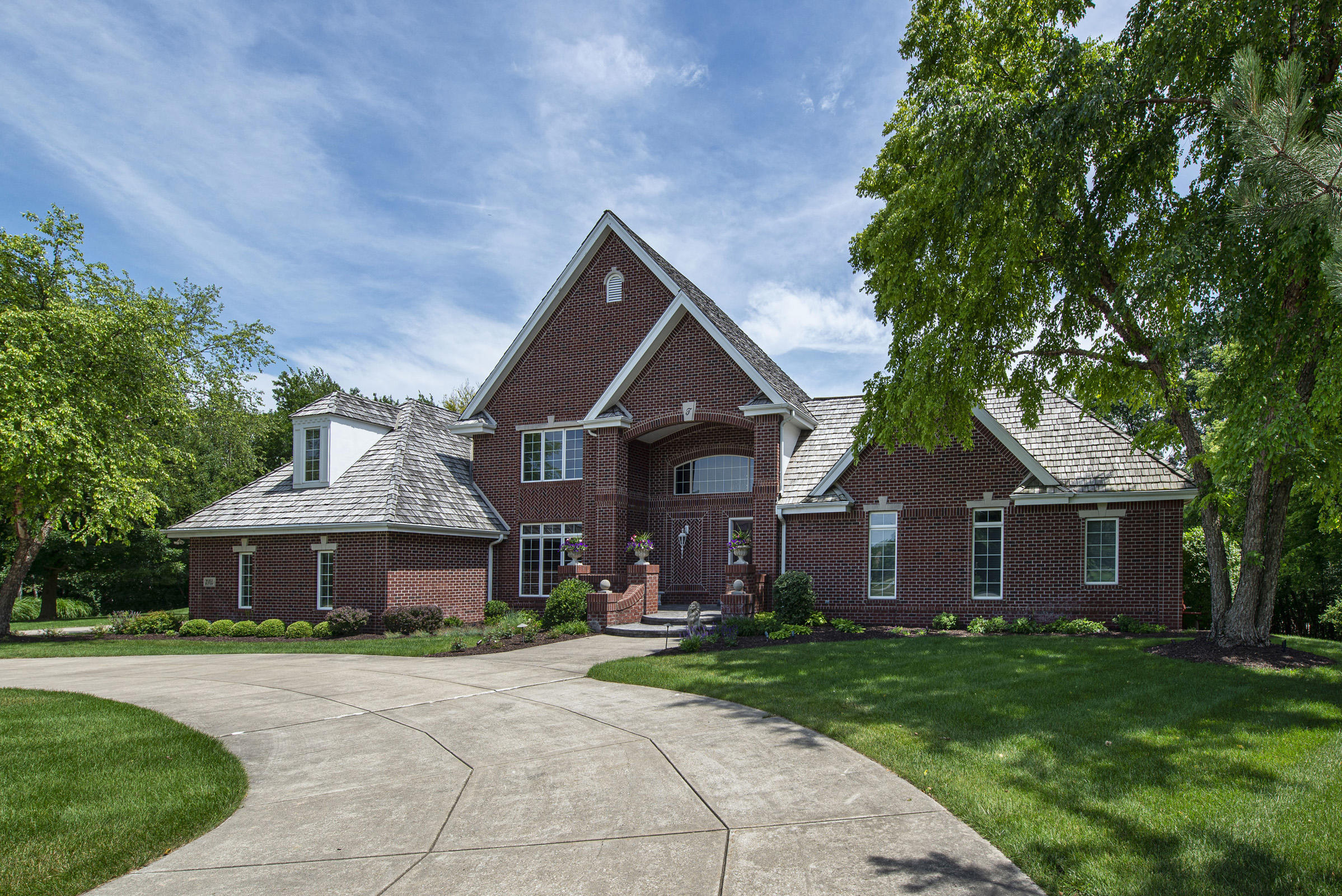 W305N2784 Foxwood Ct, Delafield, Wisconsin 53072, 4 Bedrooms Bedrooms, 10 Rooms Rooms,3 BathroomsBathrooms,Single-Family,For Sale,Foxwood Ct,1699707