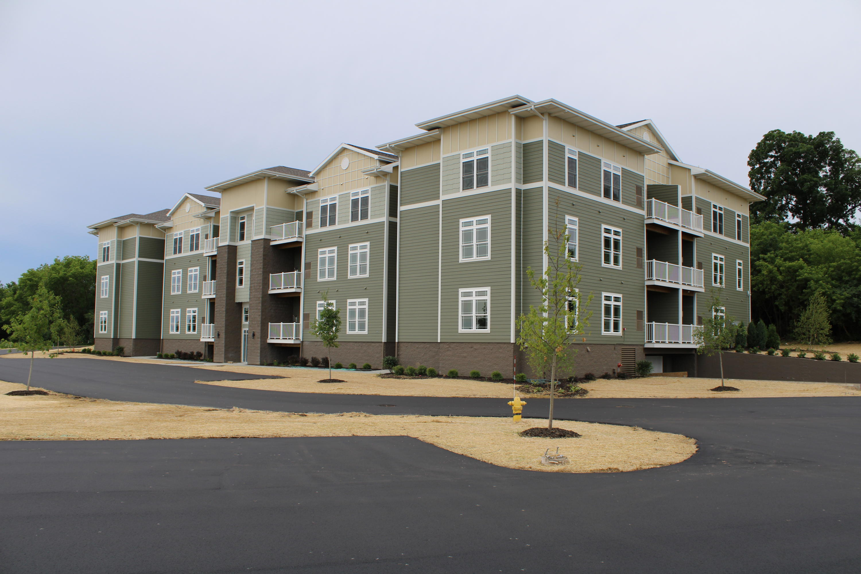 265 Thurow Dr, Oconomowoc, Wisconsin 53066, 2 Bedrooms Bedrooms, 6 Rooms Rooms,2 BathroomsBathrooms,Condominiums,For Sale,Thurow Dr,3,1694160