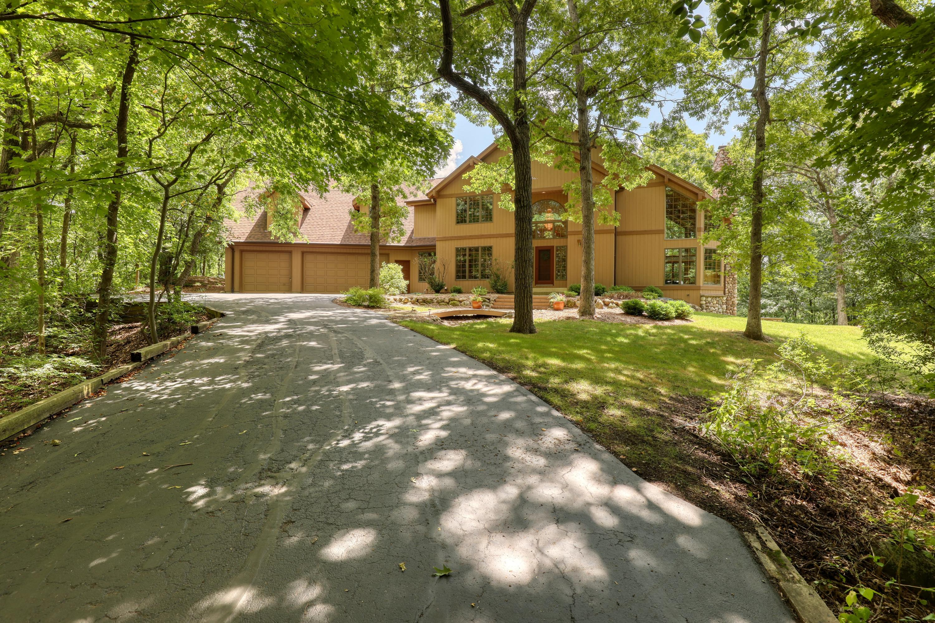 S1W31449 Hickory Hollow Ct Delafield, WI 53018 Property Image