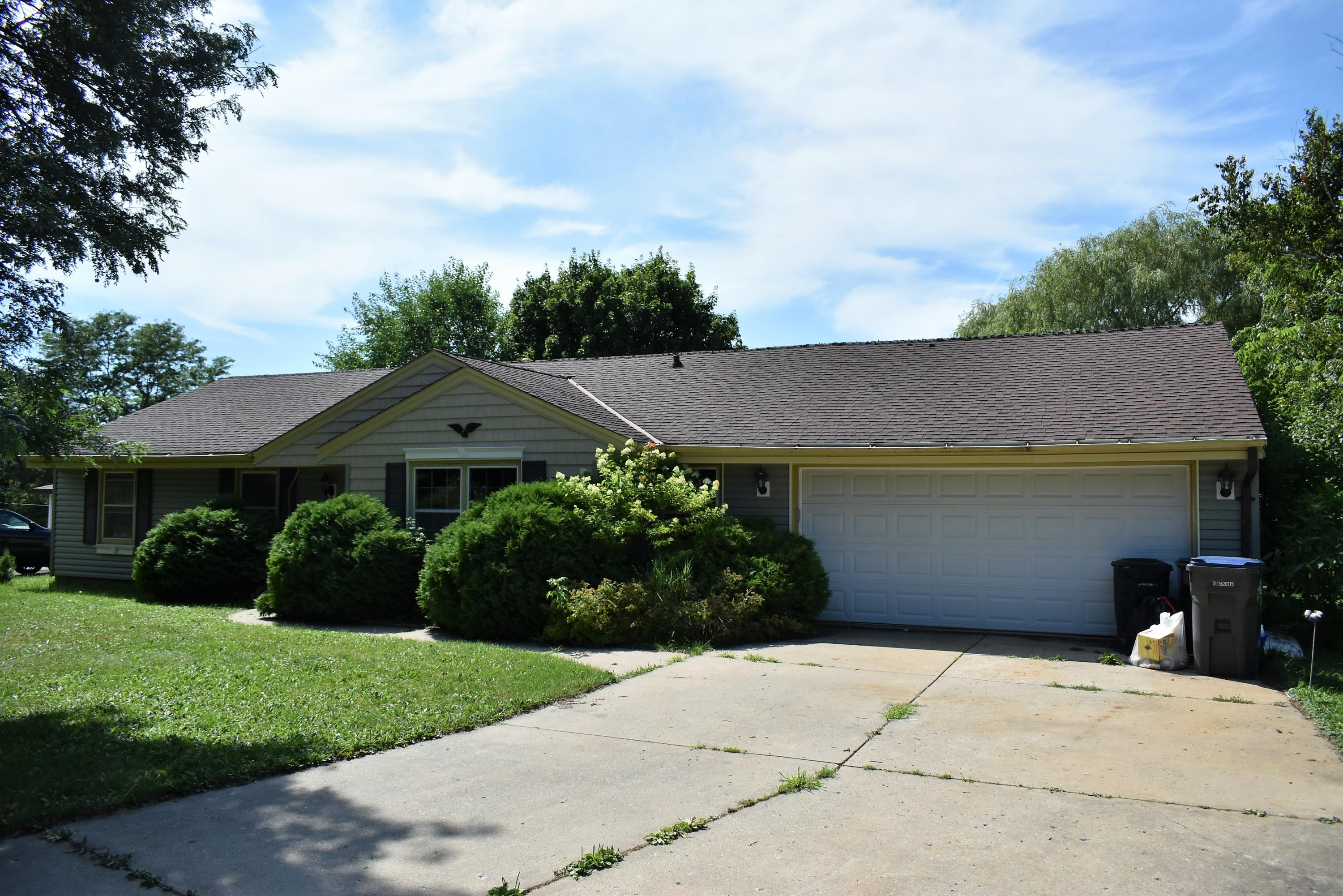 423 Bruce Ct, Hartland, Wisconsin 53029, 3 Bedrooms Bedrooms, 6 Rooms Rooms,1 BathroomBathrooms,Single-Family,For Sale,Bruce Ct,1700804