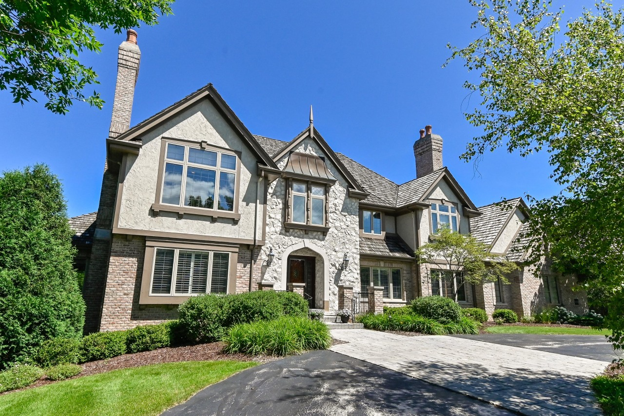 11432 N Justin Dr, Mequon, WI 53092