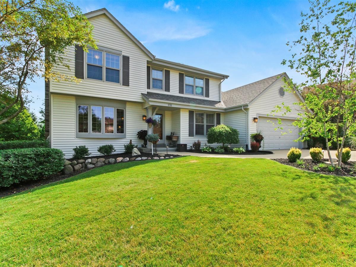 2715 River Edge Ct, Waukesha, Wisconsin 53189, 5 Bedrooms Bedrooms, 9 Rooms Rooms,3 BathroomsBathrooms,Single-Family,For Sale,River Edge Ct,1701418