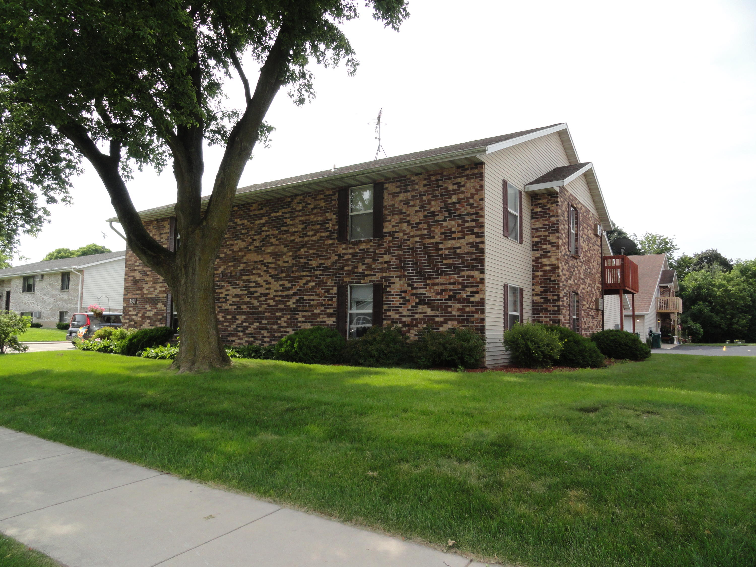 181 Maple Ave S #9