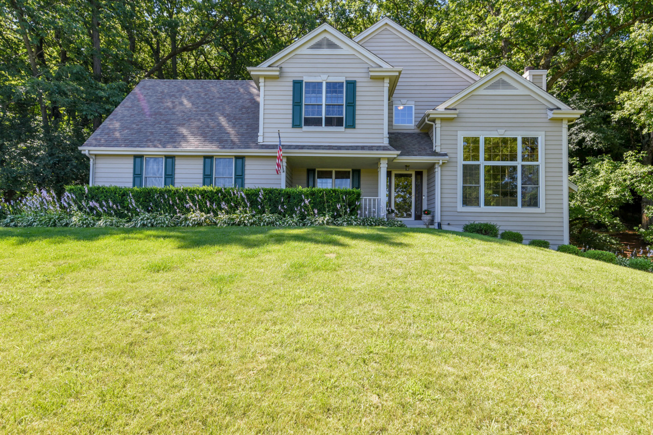 2075 Timber Oak Ct, Delafield, Wisconsin 53029, 4 Bedrooms Bedrooms, 9 Rooms Rooms,2 BathroomsBathrooms,Single-Family,For Sale,Timber Oak Ct,1701018