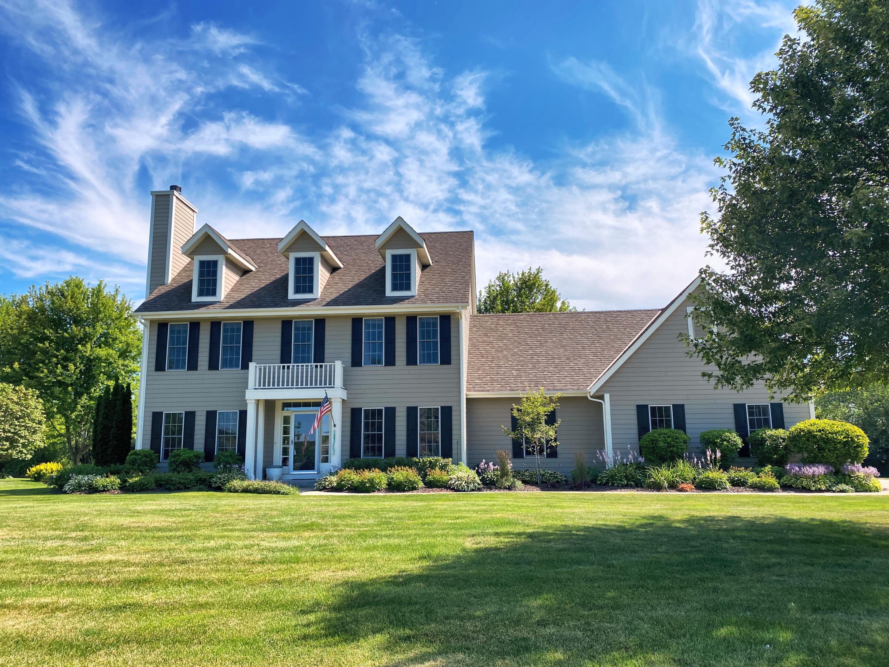 N74W28721 Zimmers Xing, Hartland, Wisconsin 53029, 4 Bedrooms Bedrooms, 11 Rooms Rooms,3 BathroomsBathrooms,Single-Family,For Sale,Zimmers Xing,1701289