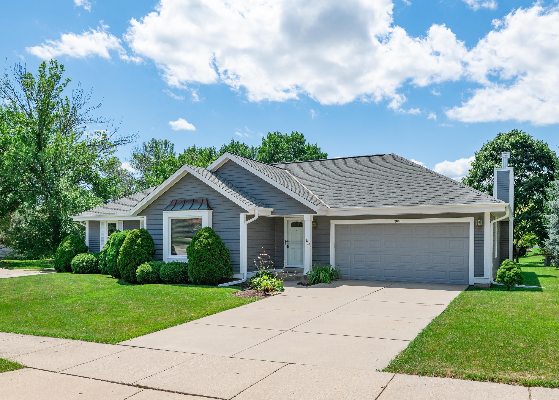 1900 Rustic Way, Waukesha, Wisconsin 53186, 3 Bedrooms Bedrooms, 6 Rooms Rooms,3 BathroomsBathrooms,Single-Family,For Sale,Rustic Way,1701513