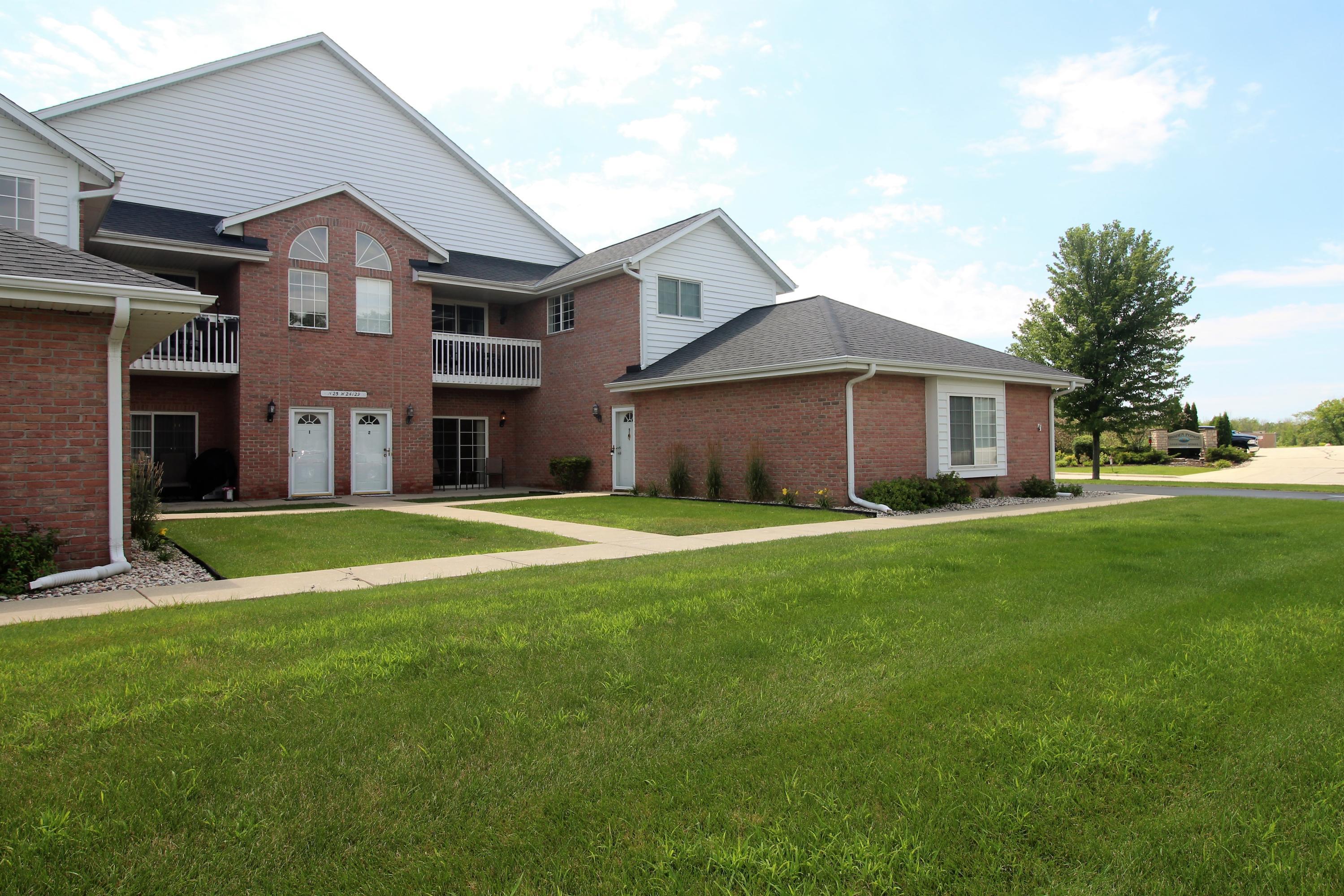 N25W24129 River Park Dr, Pewaukee, Wisconsin 53072, 2 Bedrooms Bedrooms, 5 Rooms Rooms,2 BathroomsBathrooms,Condominiums,For Sale,River Park Dr,1,1701290