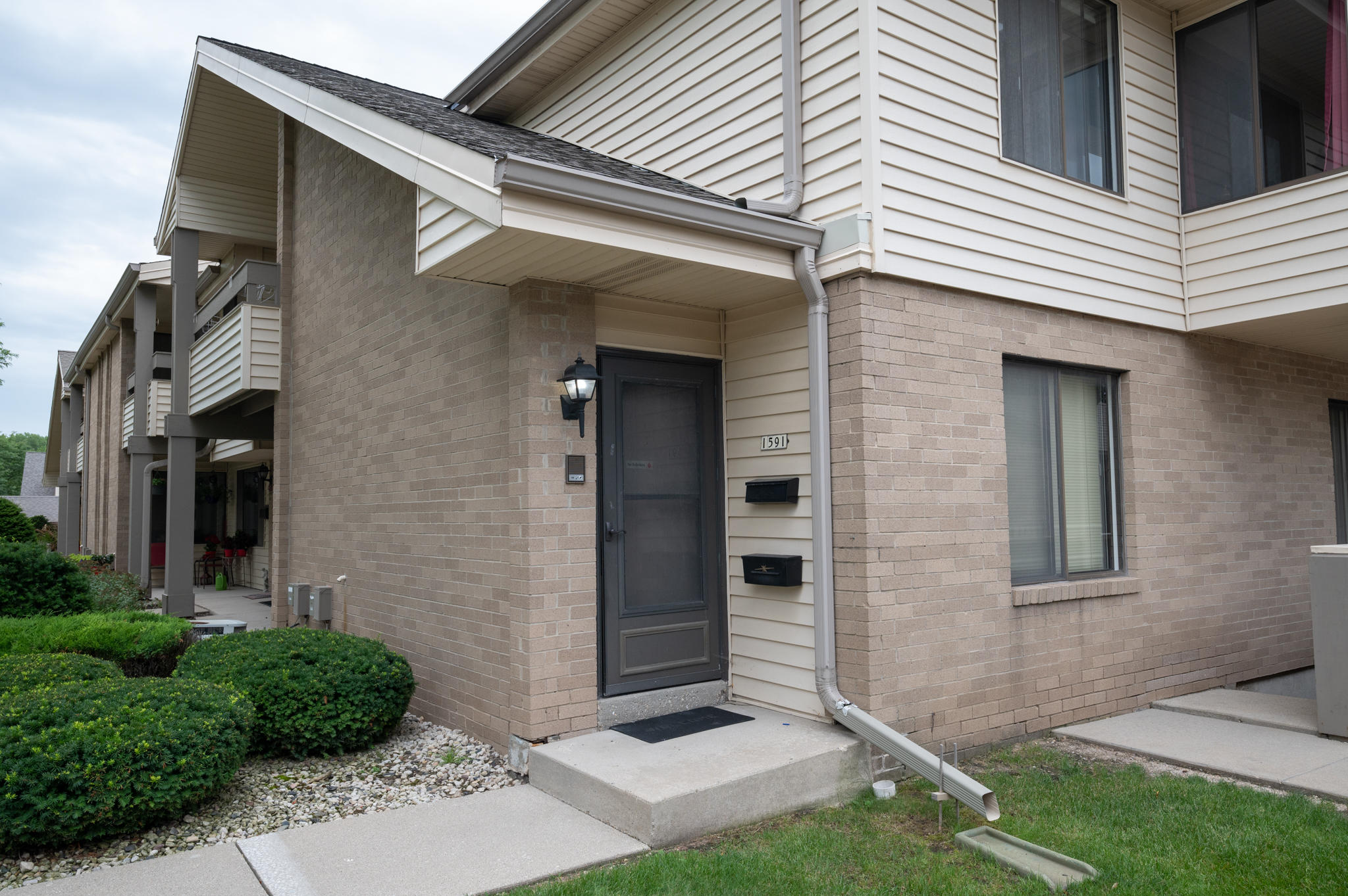 1591 S Carriage Ln #1591 New Berlin, WI 53151