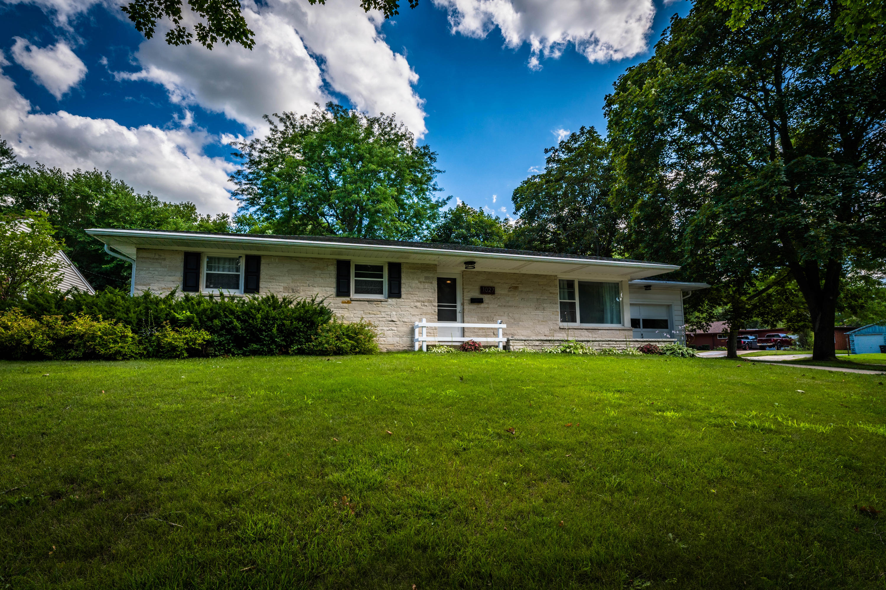 1027 Wabash Ave, Waukesha, Wisconsin 53186, 3 Bedrooms Bedrooms, 8 Rooms Rooms,3 BathroomsBathrooms,Single-Family,For Sale,Wabash Ave,1701350