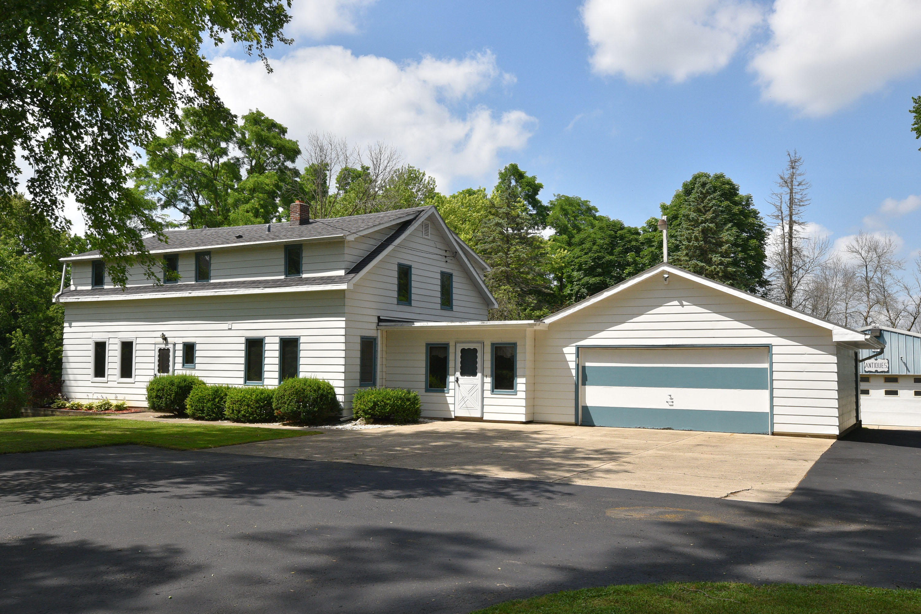Photo of 10620 W Freistadt Rd, Mequon, WI 53097