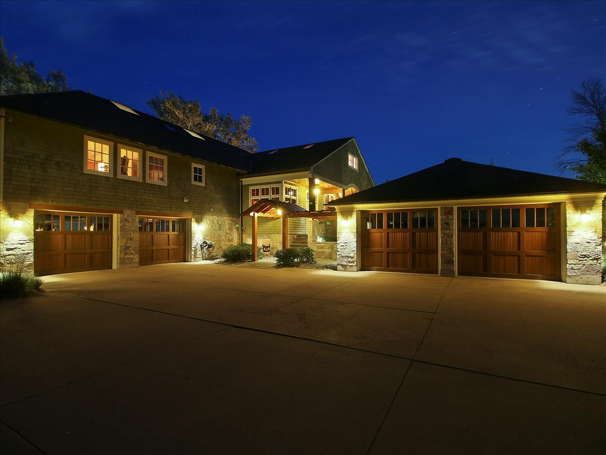 12138 N River Rd, Mequon, WI 53092