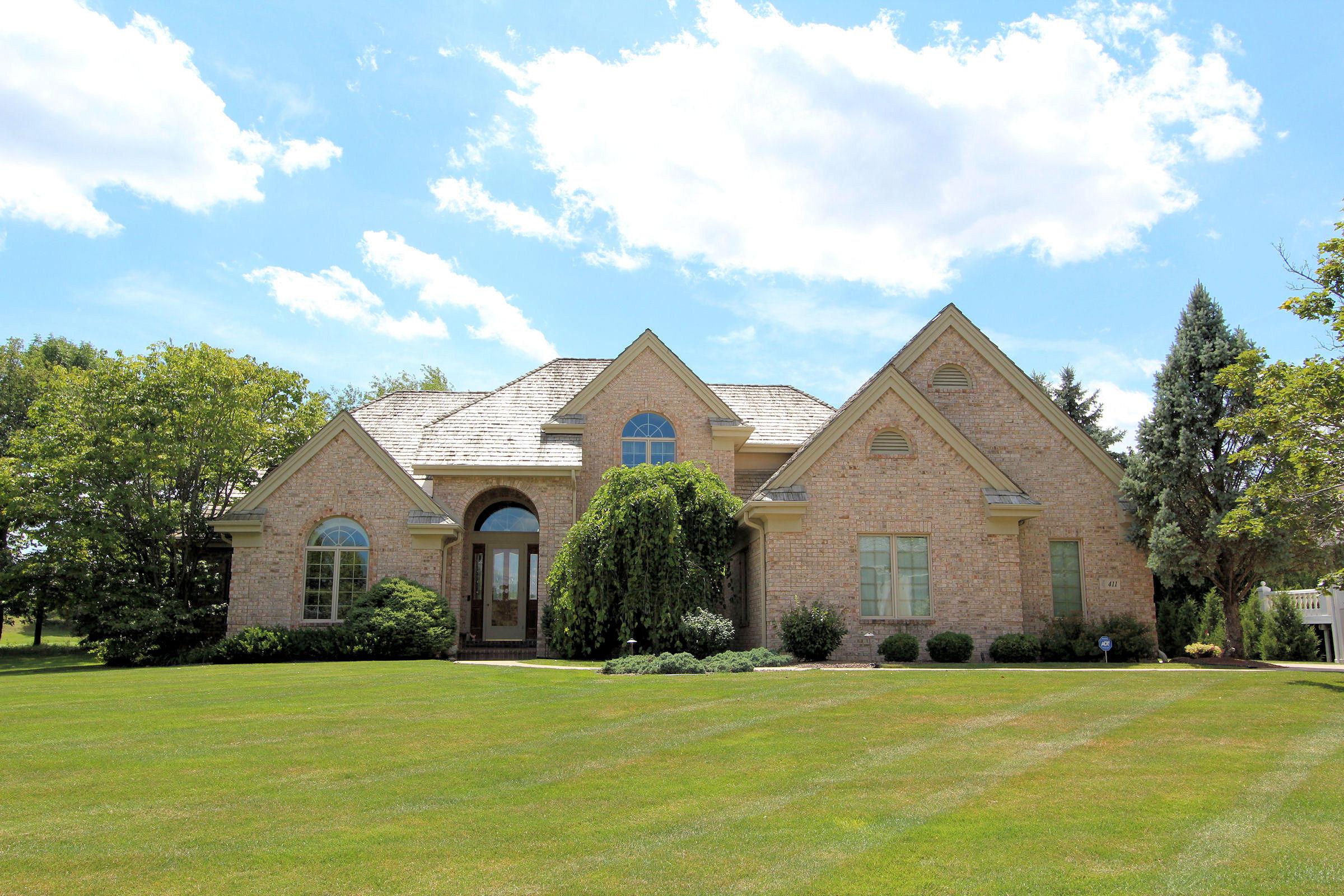 411 Thornbush Cir, Hartland, Wisconsin 53029, 4 Bedrooms Bedrooms, 11 Rooms Rooms,4 BathroomsBathrooms,Single-Family,For Sale,Thornbush Cir,1695309