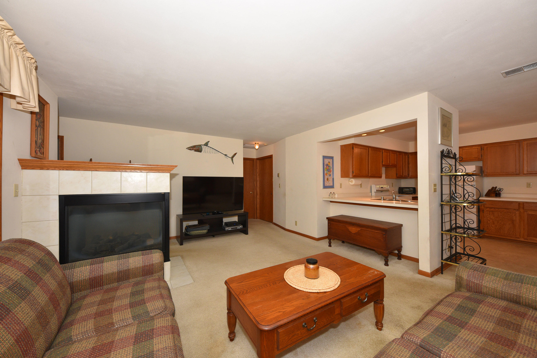 757 Quinlan Dr, Pewaukee, Wisconsin 53072, 2 Bedrooms Bedrooms, 5 Rooms Rooms,2 BathroomsBathrooms,Condominiums,For Sale,Quinlan Dr,1,1701480