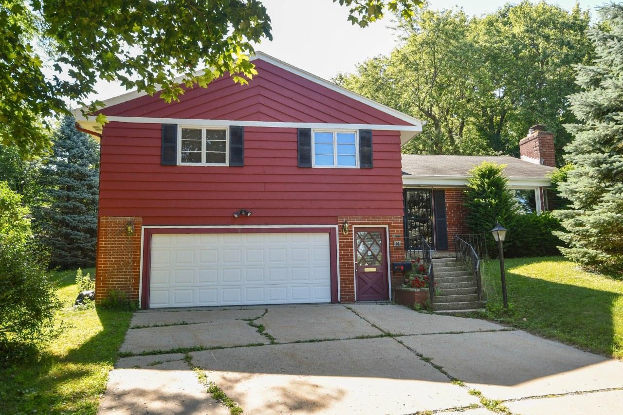 609 Winston Cir, Waukesha, Wisconsin 53186, 3 Bedrooms Bedrooms, 8 Rooms Rooms,2 BathroomsBathrooms,Single-Family,For Sale,Winston Cir,1701537