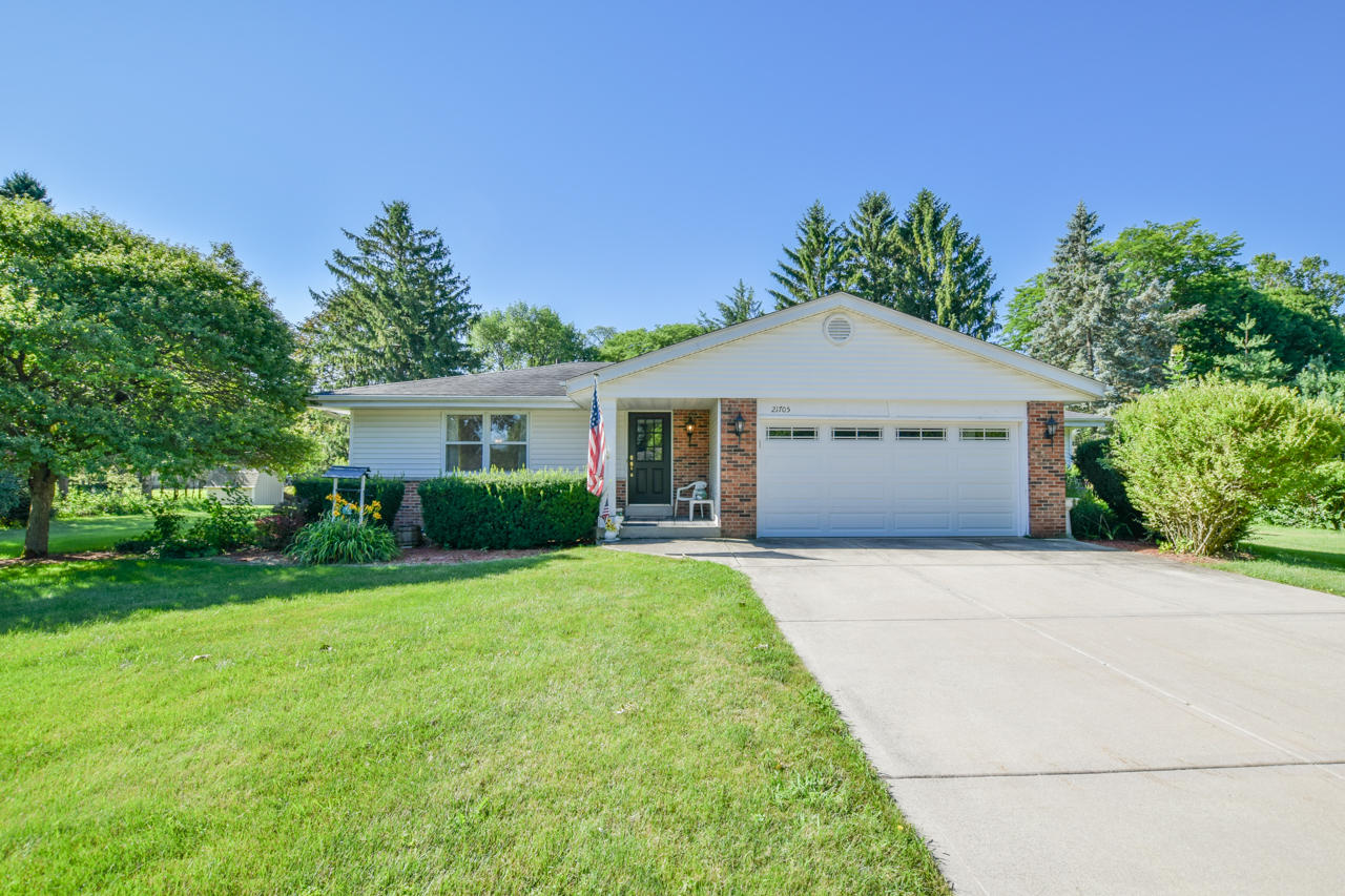 21705 Clearfield Rd, Brookfield, Wisconsin 53045, 3 Bedrooms Bedrooms, 8 Rooms Rooms,2 BathroomsBathrooms,Single-Family,For Sale,Clearfield Rd,1701750