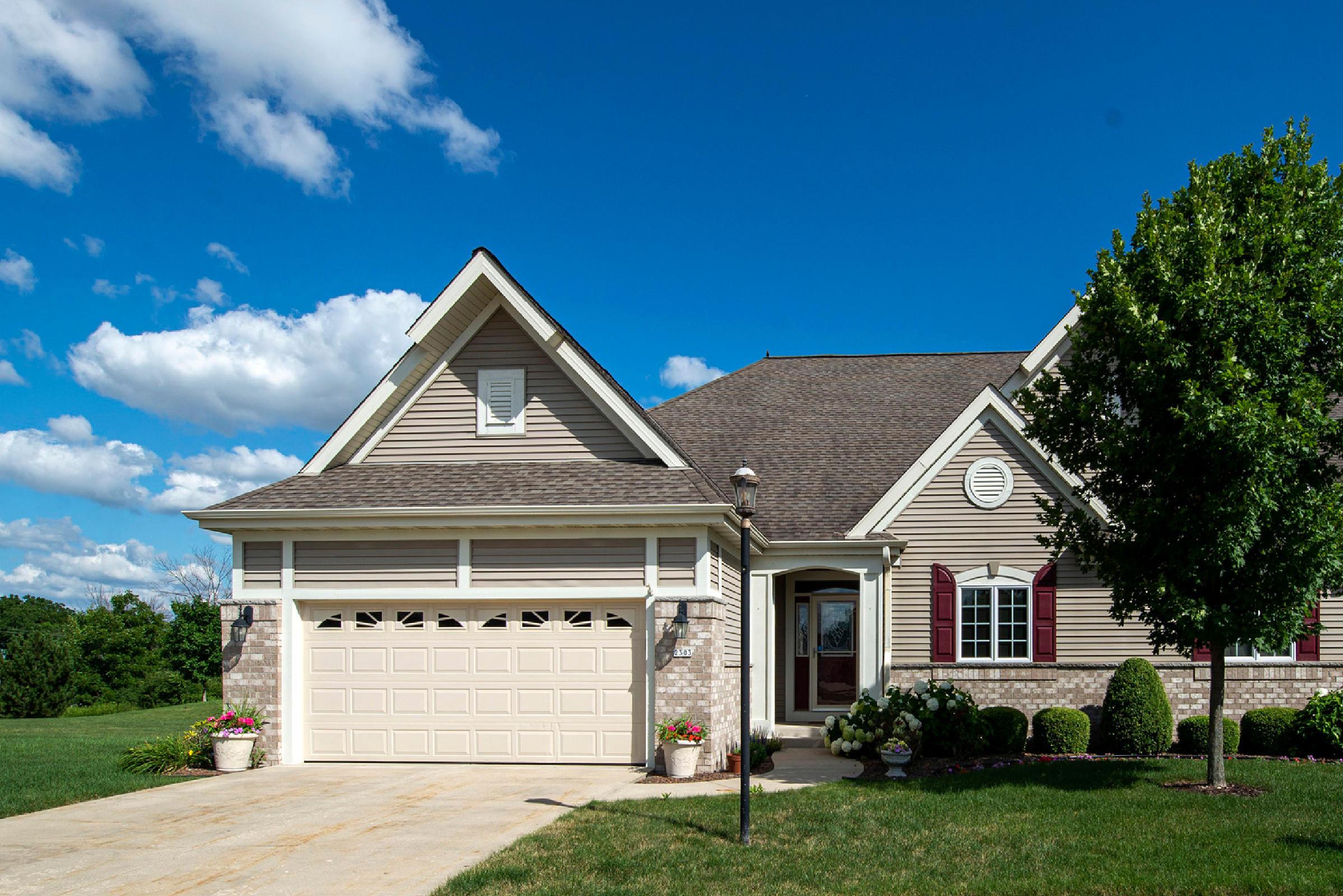 2303 Silver Fox Ct, Waukesha, Wisconsin 53188, 3 Bedrooms Bedrooms, 8 Rooms Rooms,3 BathroomsBathrooms,Condominiums,For Sale,Silver Fox Ct,1,1701684