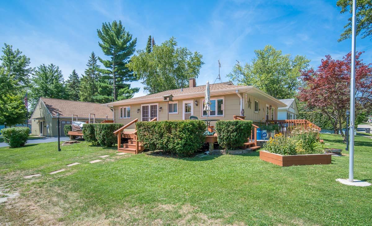 1821 Mapleton Ct, Waukesha, Wisconsin 53188, 3 Bedrooms Bedrooms, 6 Rooms Rooms,2 BathroomsBathrooms,Single-Family,For Sale,Mapleton Ct,1702208