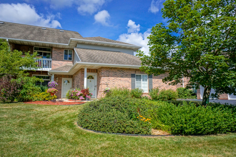 1339 Hillwood Blvd, Pewaukee, Wisconsin 53072, 2 Bedrooms Bedrooms, 7 Rooms Rooms,2 BathroomsBathrooms,Condominiums,For Sale,Hillwood Blvd,2,1701743