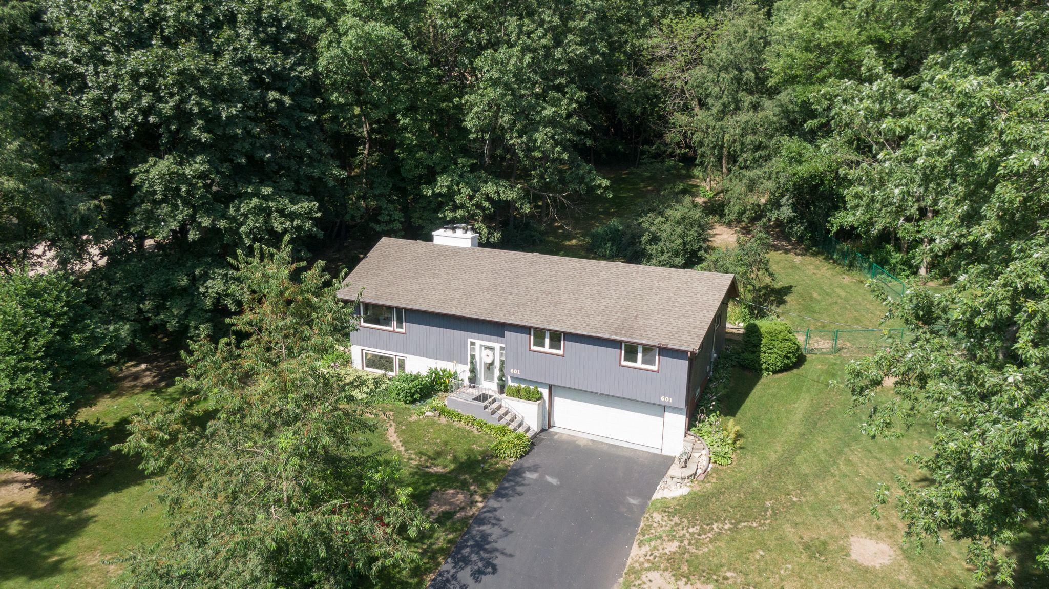 601 Lee Ct, Waukesha, Wisconsin 53186, 4 Bedrooms Bedrooms, ,2 BathroomsBathrooms,Single-Family,For Sale,Lee Ct,1701858