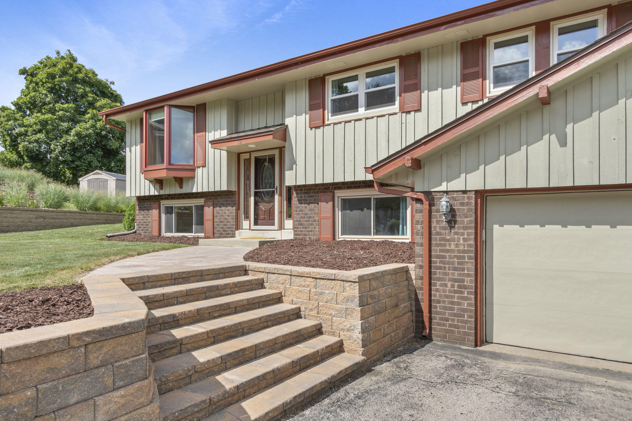 733 Cardiff Ct, Hartland, Wisconsin 53029, 4 Bedrooms Bedrooms, 9 Rooms Rooms,2 BathroomsBathrooms,Single-Family,For Sale,Cardiff Ct,1701799