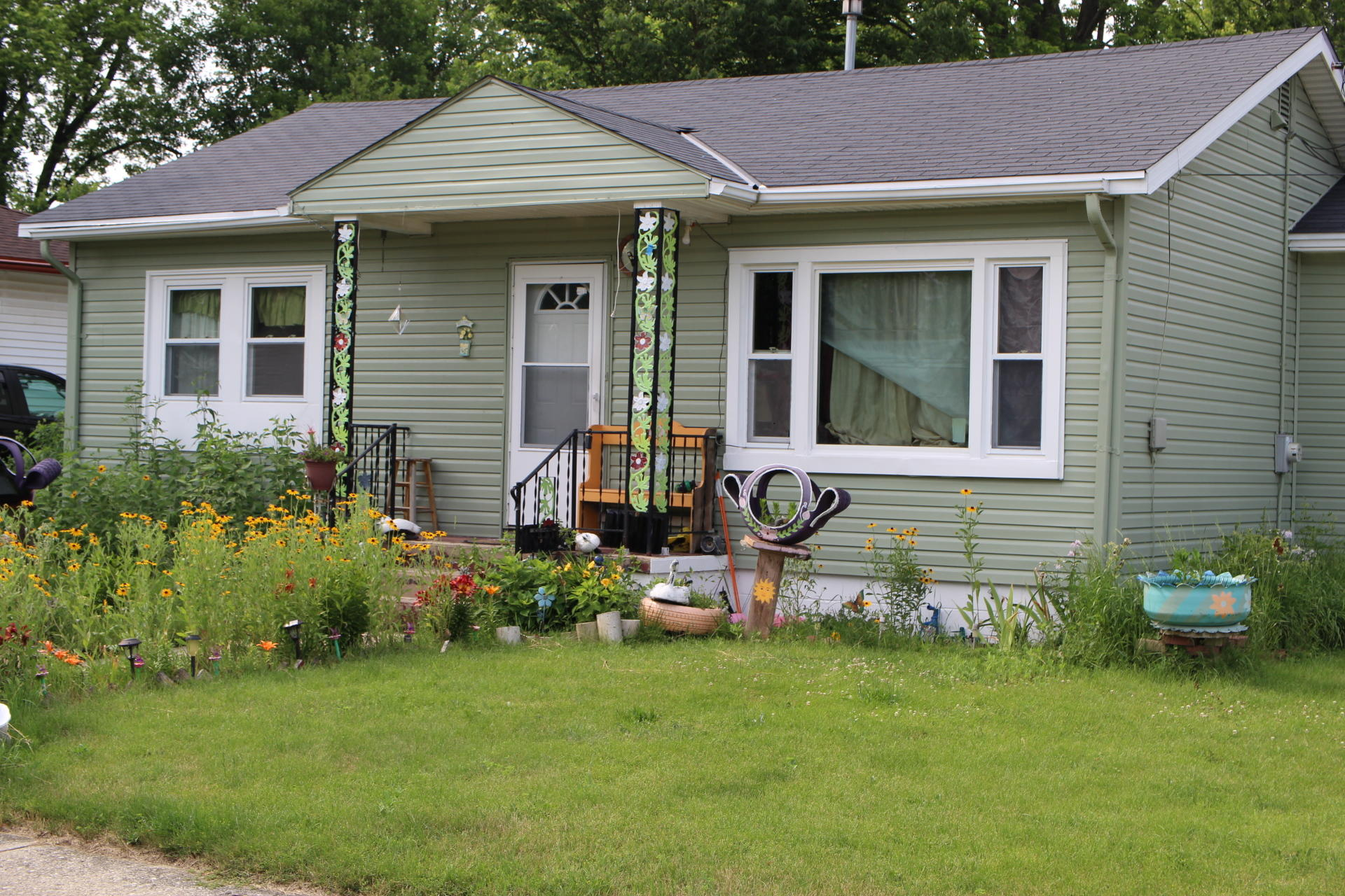 414 Frame Ave, Waukesha, Wisconsin 53186, 3 Bedrooms Bedrooms, 6 Rooms Rooms,2 BathroomsBathrooms,Single-Family,For Sale,Frame Ave,1702065