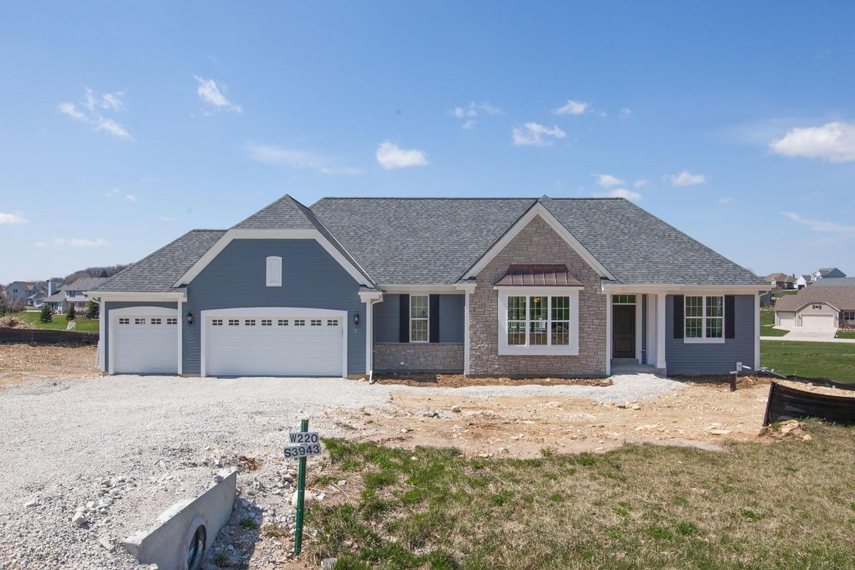 W220S3943 Crestview Ct, Waukesha, Wisconsin 53189, 3 Bedrooms Bedrooms, ,2 BathroomsBathrooms,Single-Family,For Sale,Crestview Ct,1702062