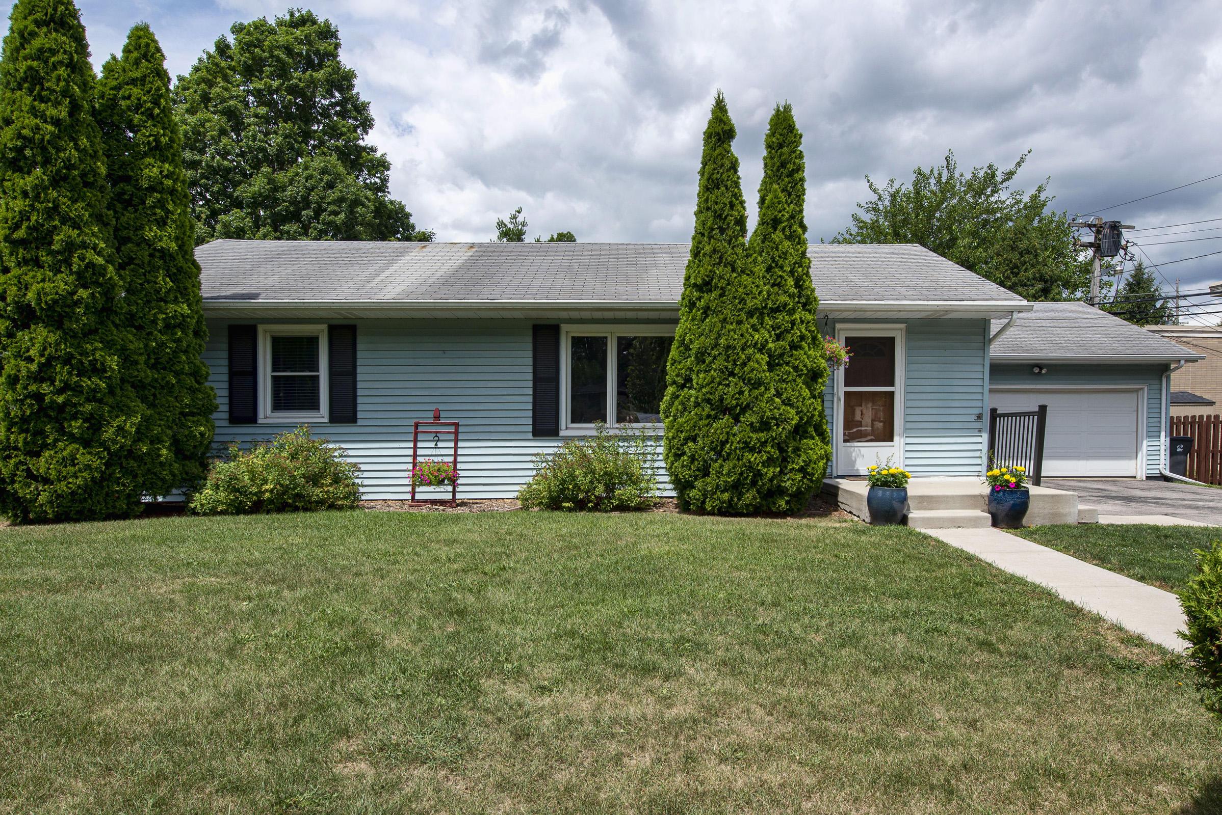 614 Lemira Ave, Waukesha, Wisconsin 53188, 3 Bedrooms Bedrooms, 5 Rooms Rooms,2 BathroomsBathrooms,Single-Family,For Sale,Lemira Ave,1702191