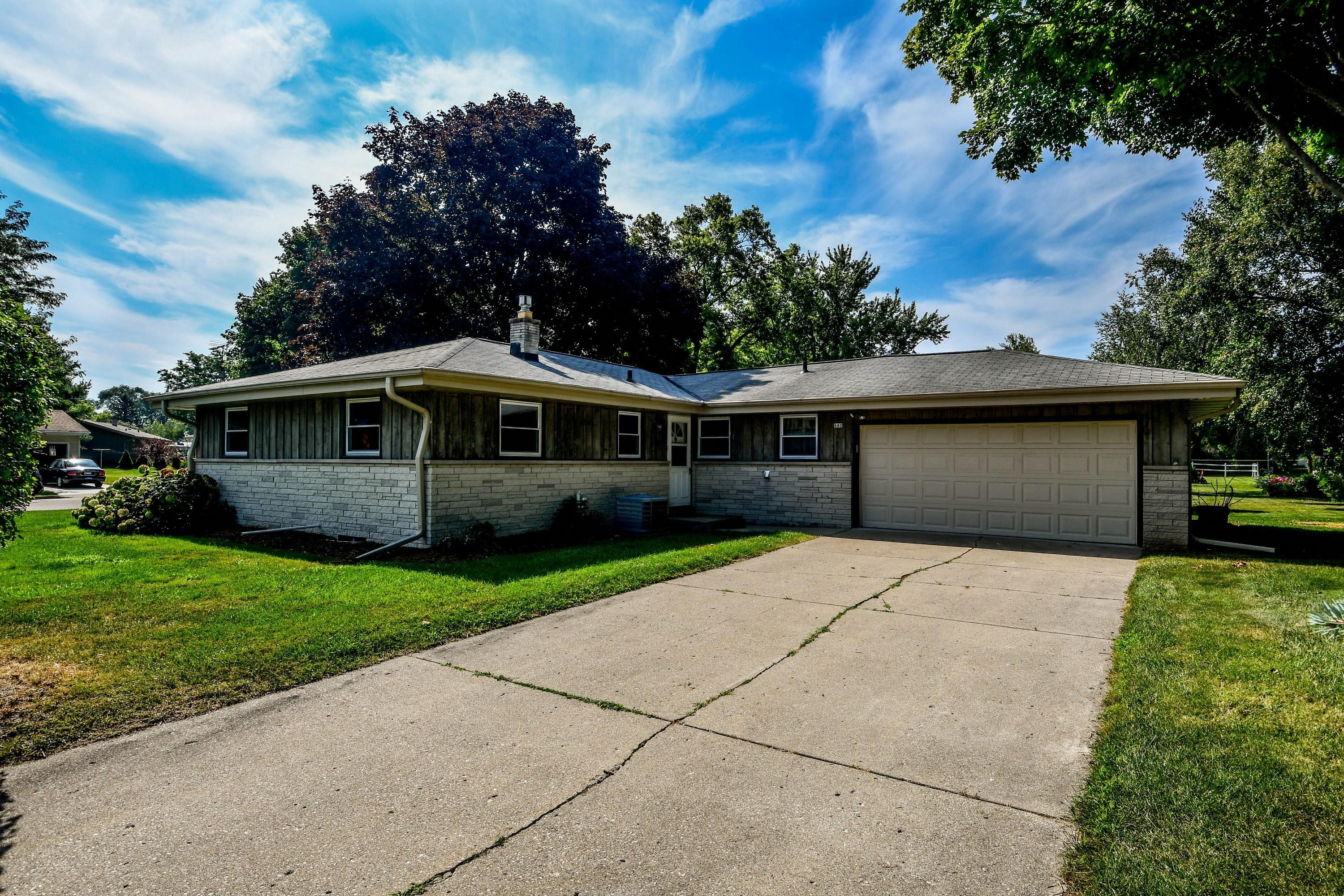 640 Rose St, Oconomowoc, Wisconsin 53066, 3 Bedrooms Bedrooms, 9 Rooms Rooms,1 BathroomBathrooms,Single-Family,For Sale,Rose St,1702139