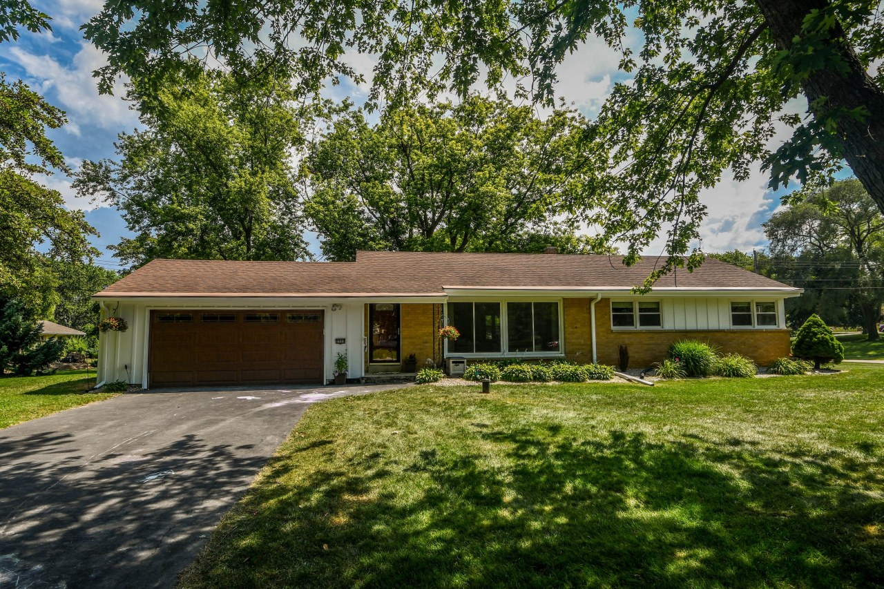 2520 Memorial Dr, Brookfield, Wisconsin 53045, 3 Bedrooms Bedrooms, 5 Rooms Rooms,1 BathroomBathrooms,Single-Family,For Sale,Memorial Dr,1701901