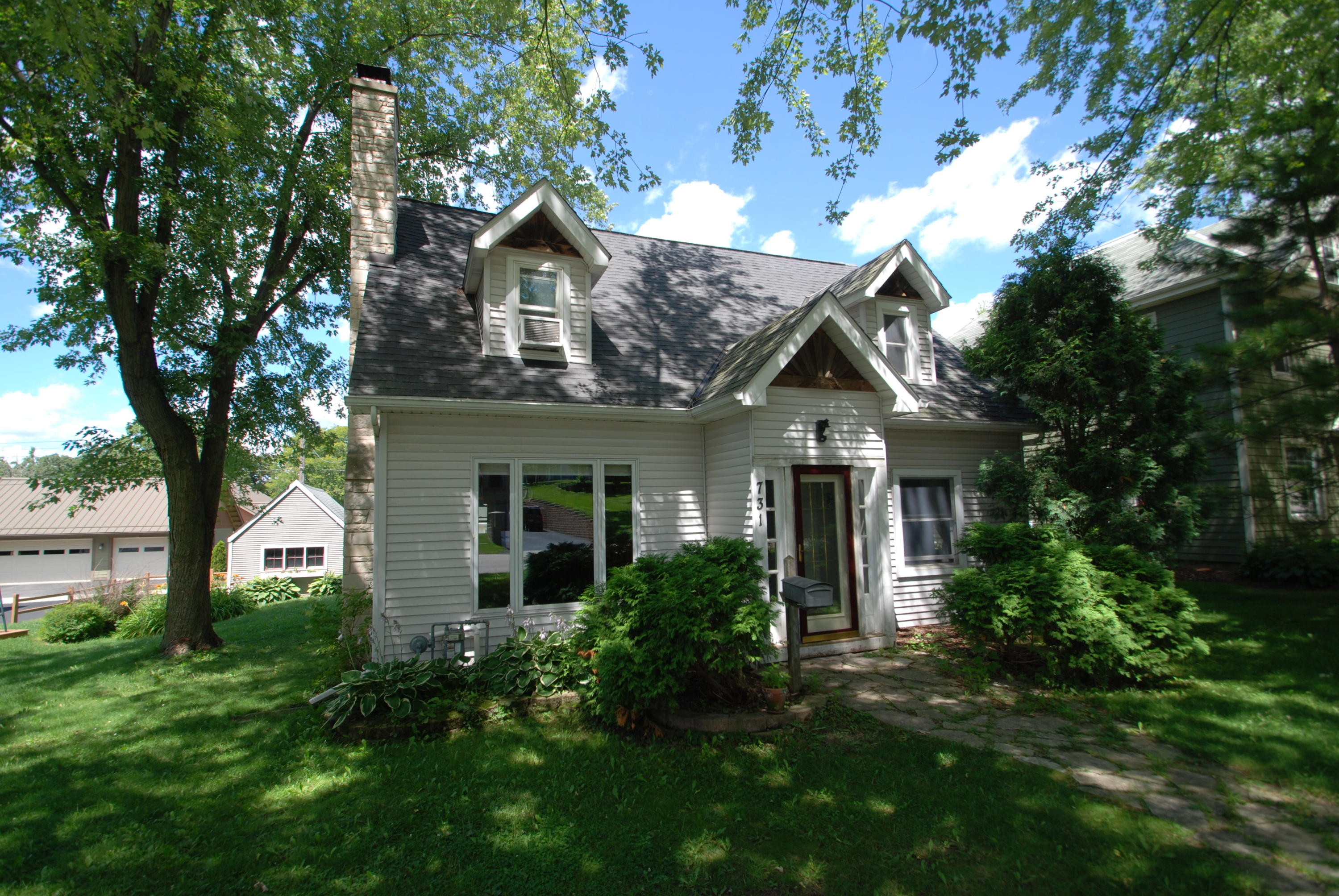 731 Main St, Delafield, Wisconsin 53018, 4 Bedrooms Bedrooms, 6 Rooms Rooms,1 BathroomBathrooms,Single-Family,For Sale,Main St,1702428