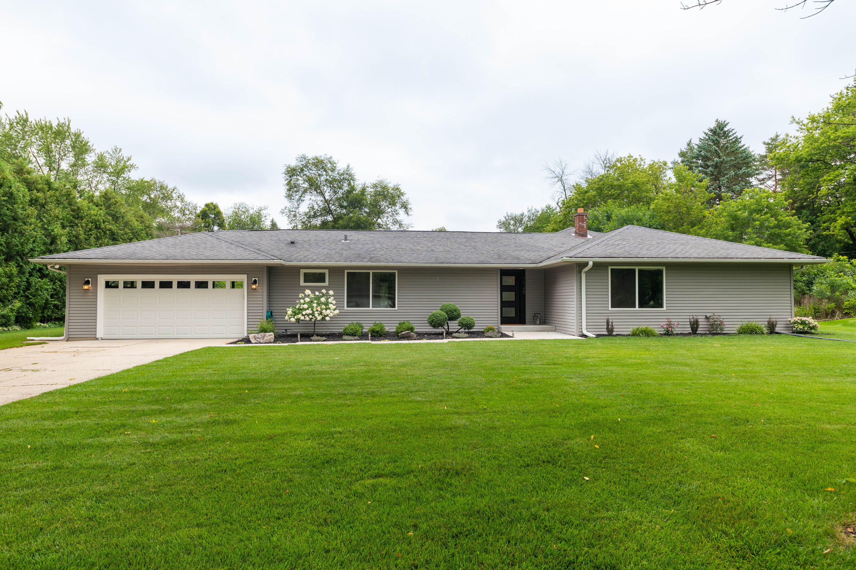 4525 147th St, Brookfield, Wisconsin 53005, 3 Bedrooms Bedrooms, 7 Rooms Rooms,2 BathroomsBathrooms,Single-Family,For Sale,147th St,1701754