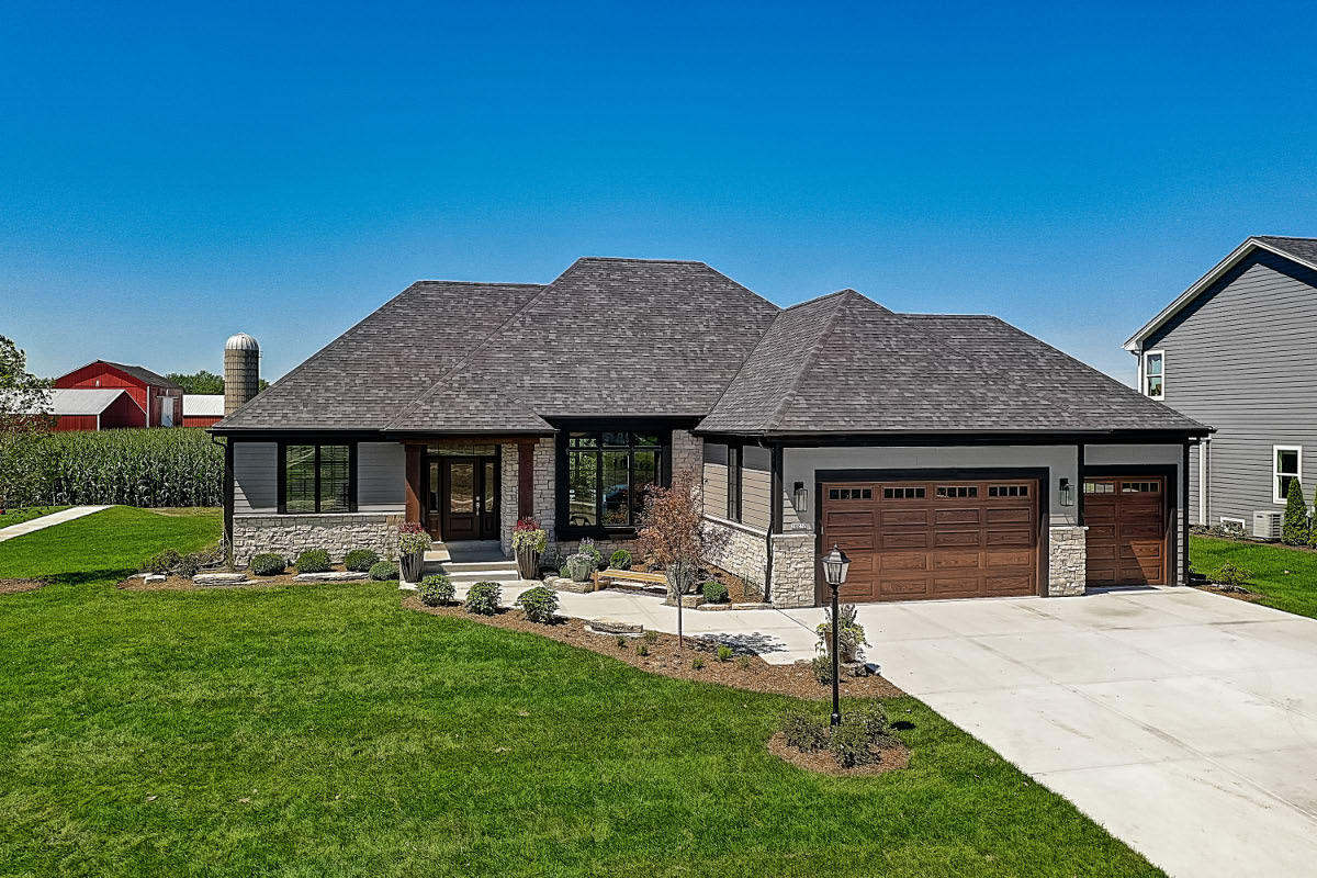 10217 S Woodside Ct Franklin, WI 53132 Property Image