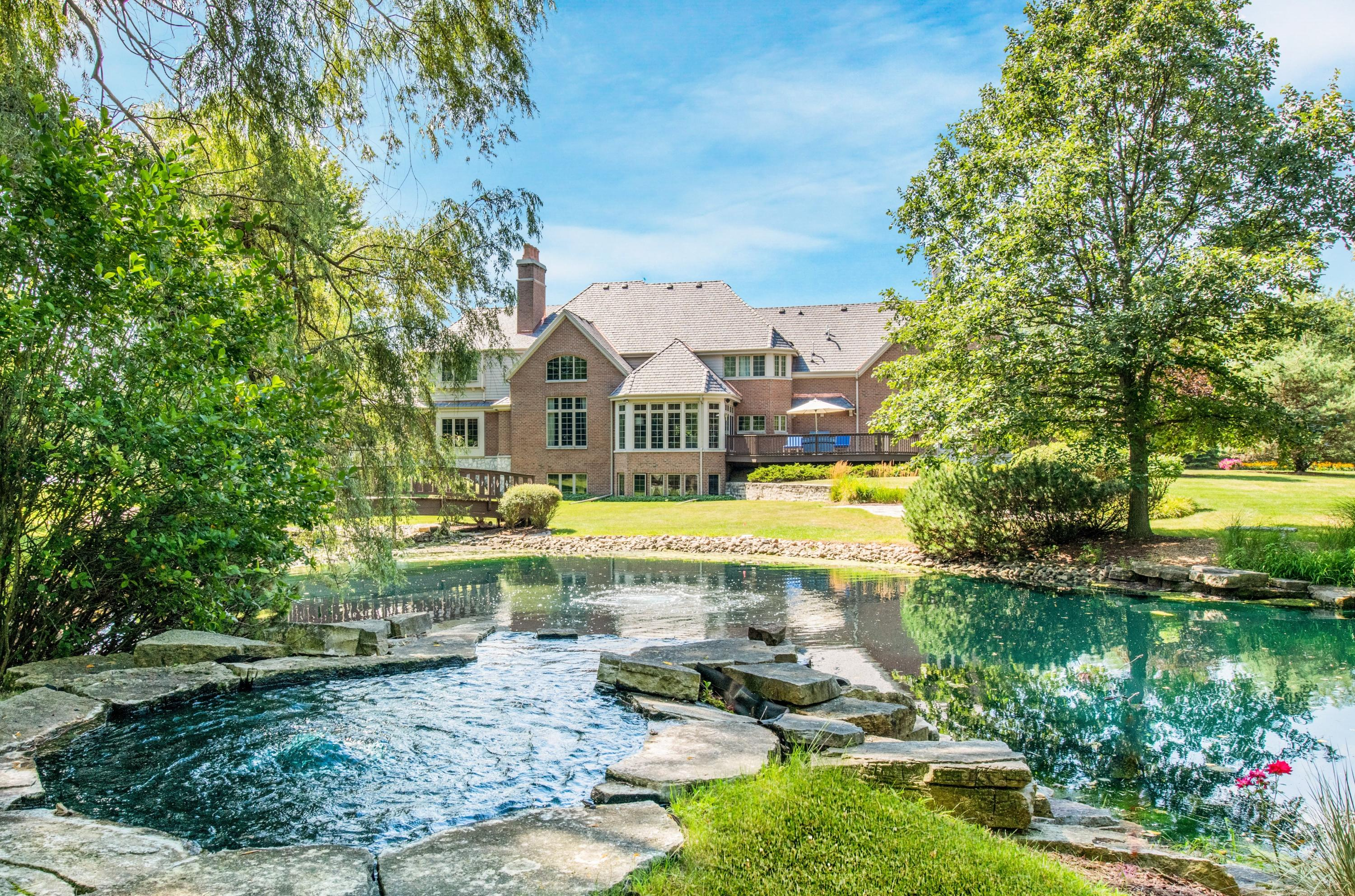 9724 N Columbia Dr, Mequon, WI 53092