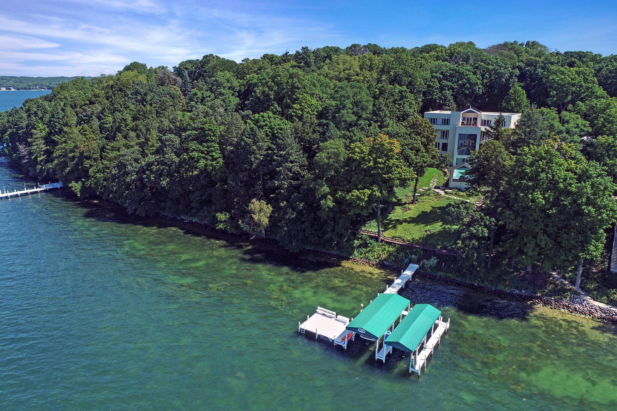 Photo of W4278 Southland Rd, Lake Geneva, WI 53147