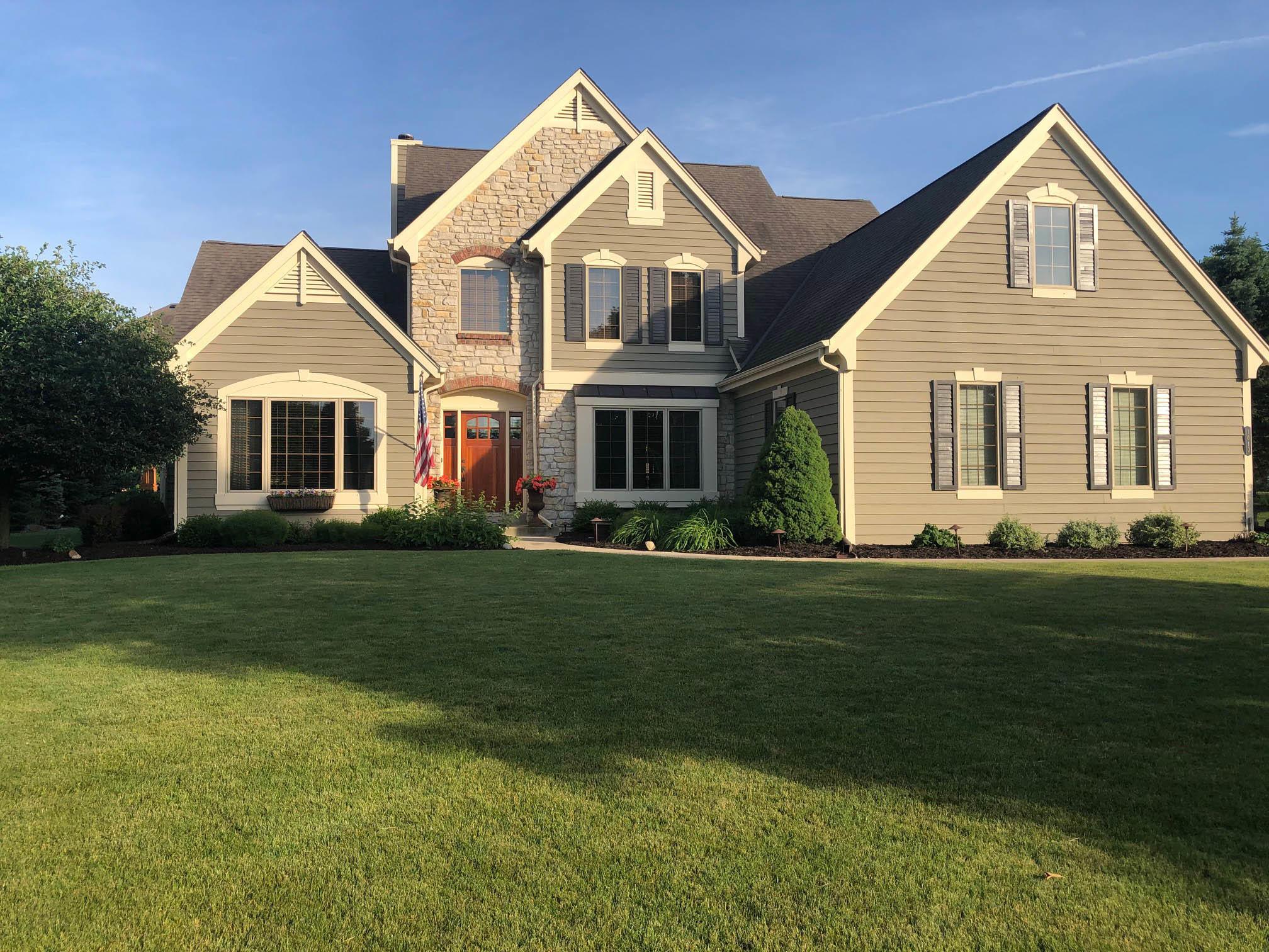1010 River Reserve Dr, Hartland, Wisconsin 53029, 4 Bedrooms Bedrooms, 9 Rooms Rooms,2 BathroomsBathrooms,Single-Family,For Sale,River Reserve Dr,1710173