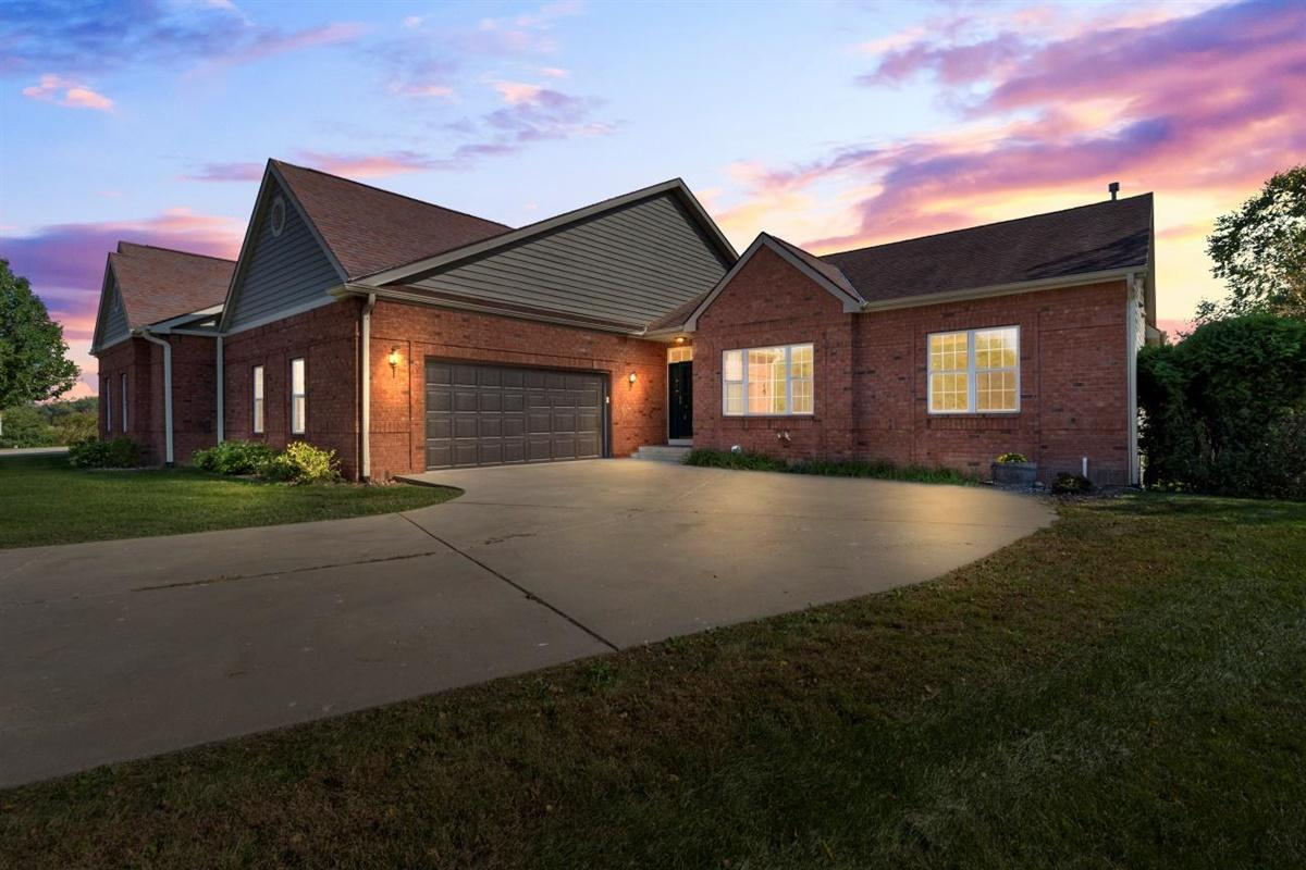 N22W26481 Shooting Star Ct, Pewaukee, Wisconsin 53072, 4 Bedrooms Bedrooms, 11 Rooms Rooms,3 BathroomsBathrooms,Condominiums,For Sale,Shooting Star Ct,1,1712187