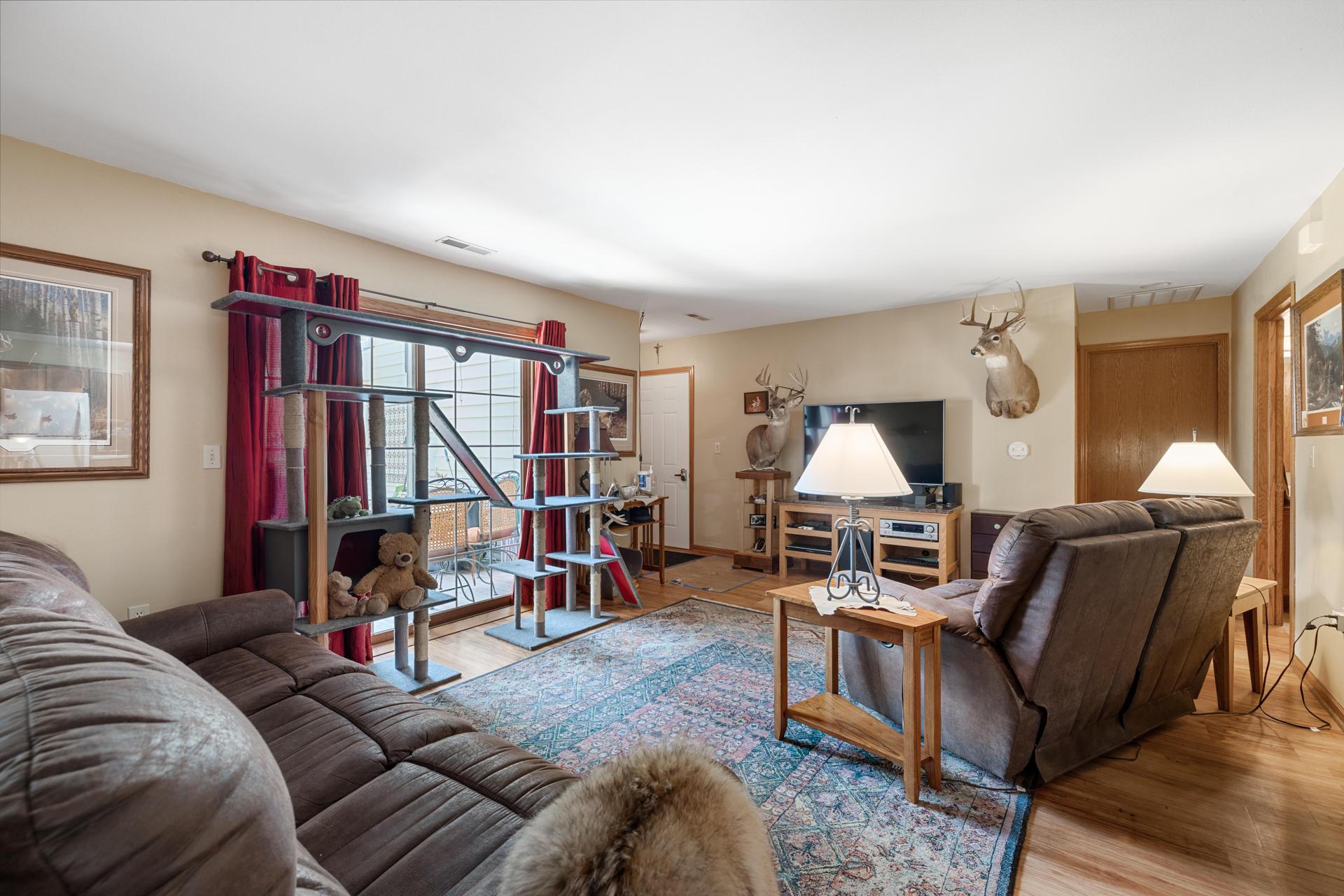 W240N2510 Parkway Meadow Cir, Pewaukee, Wisconsin 53072, 2 Bedrooms Bedrooms, ,2 BathroomsBathrooms,Condominiums,For Sale,Parkway Meadow Cir,1,1712496