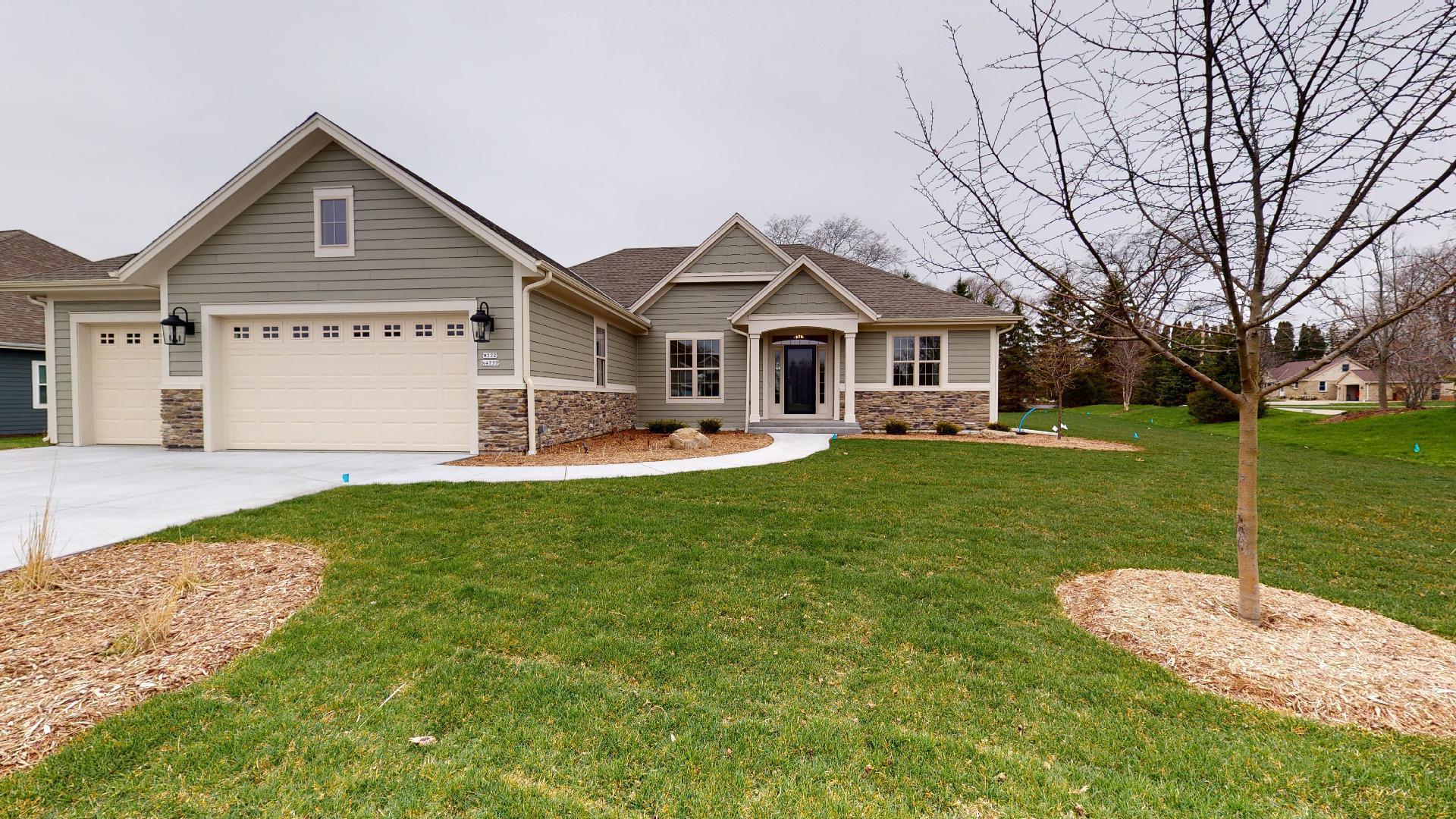 W222N4799 Seven Oaks Dr, Pewaukee, Wisconsin 53072, 3 Bedrooms Bedrooms, ,2 BathroomsBathrooms,Single-Family,For Sale,Seven Oaks Dr,1712779