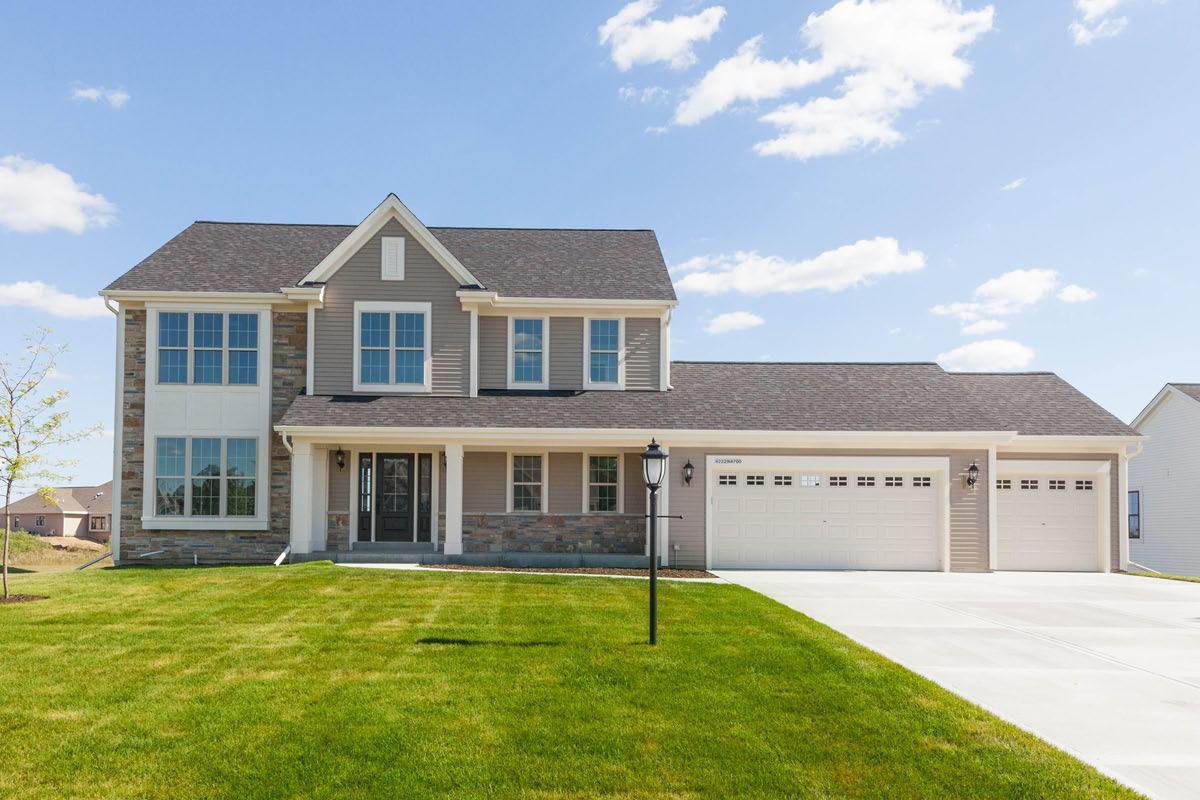W222N4700 Seven Oaks Dr, Pewaukee, Wisconsin 53072, 4 Bedrooms Bedrooms, 8 Rooms Rooms,2 BathroomsBathrooms,Single-Family,For Sale,Seven Oaks Dr,1712950