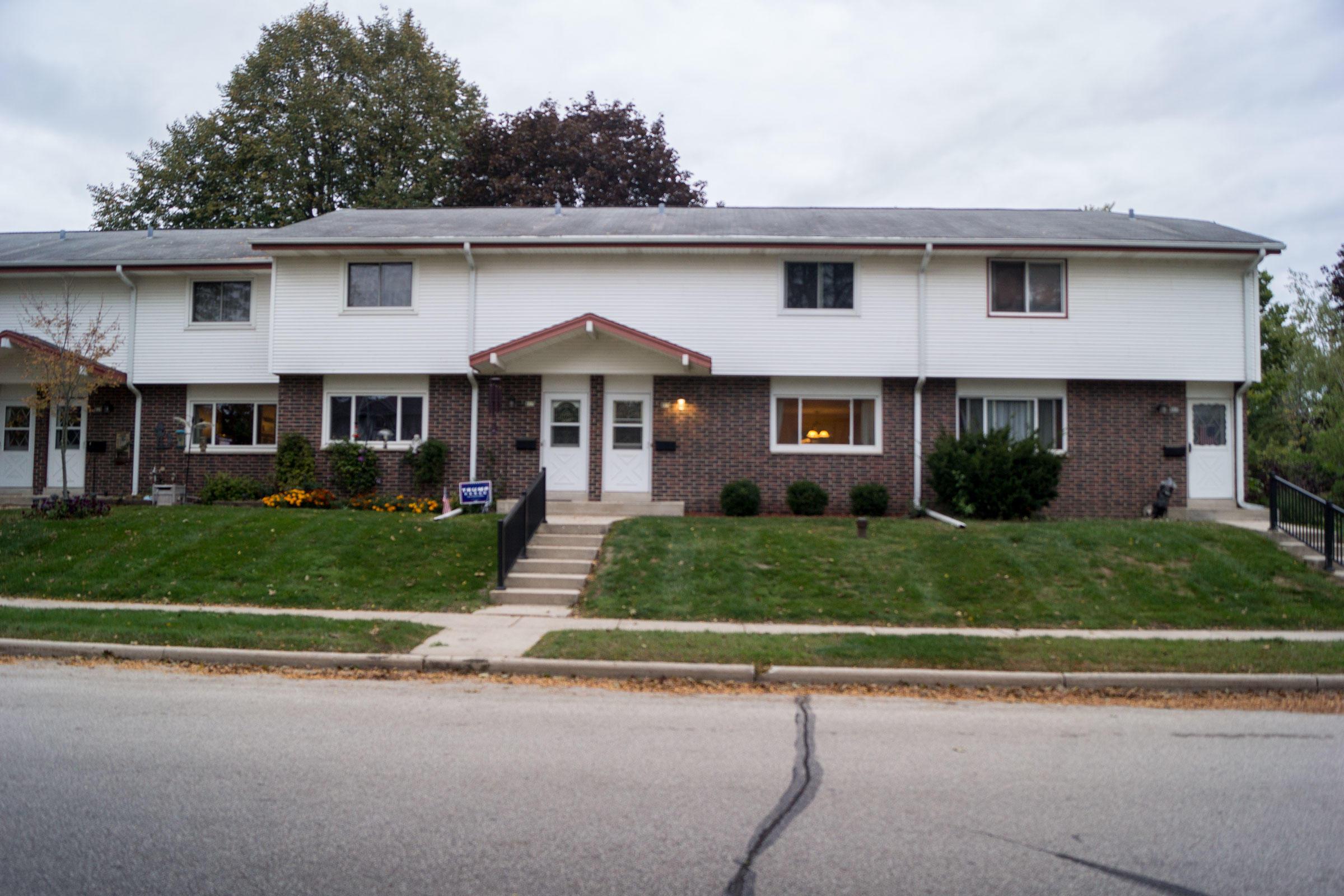 819 Ridgeway Dr, Pewaukee, Wisconsin 53072, 3 Bedrooms Bedrooms, 7 Rooms Rooms,1 BathroomBathrooms,Condominiums,For Sale,Ridgeway Dr,1,1713058