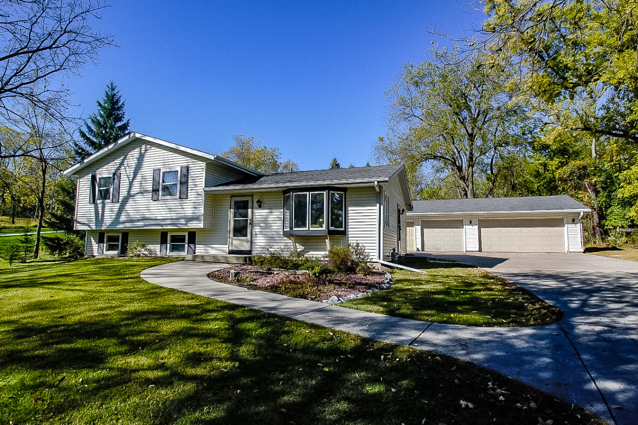 W300N2887 Maple Ave, Delafield, Wisconsin 53072, 3 Bedrooms Bedrooms, 7 Rooms Rooms,2 BathroomsBathrooms,Single-Family,For Sale,Maple Ave,1713233