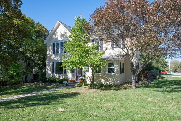 230 Lawn St, Hartland, Wisconsin 53029, 3 Bedrooms Bedrooms, 7 Rooms Rooms,2 BathroomsBathrooms,Single-Family,For Sale,Lawn St,1713379
