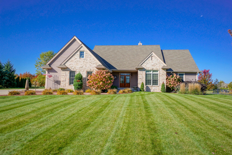 W356N6693 Stonewood Dr, Oconomowoc, Wisconsin 53066, 3 Bedrooms Bedrooms, 9 Rooms Rooms,3 BathroomsBathrooms,Single-Family,For Sale,Stonewood Dr,1713687