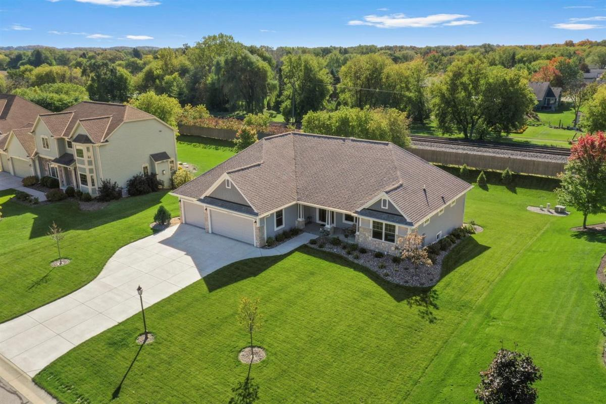 N30W22084 Woodfield Ct E, Pewaukee, Wisconsin 53186, 3 Bedrooms Bedrooms, 8 Rooms Rooms,2 BathroomsBathrooms,Single-Family,For Sale,Woodfield Ct E,1713823